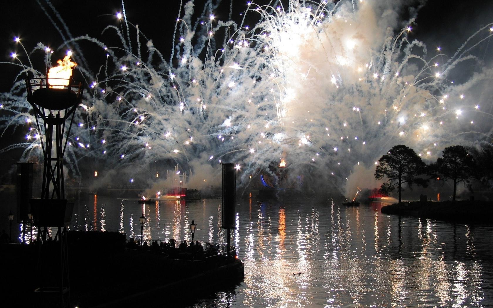 26301 скачать обои Пейзаж, Река, Огонь, Ночь - заставки и картинки бесплатно