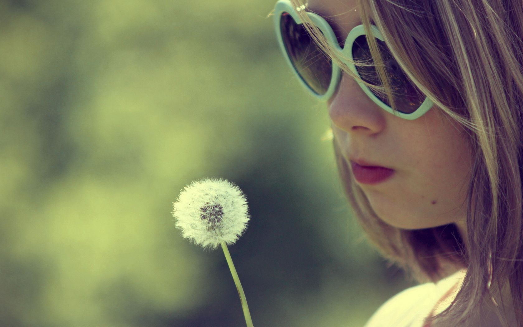 107789 скачать обои Разное, Девочка, Лицо, Солнцезащитные Очки, Одуванчик - заставки и картинки бесплатно