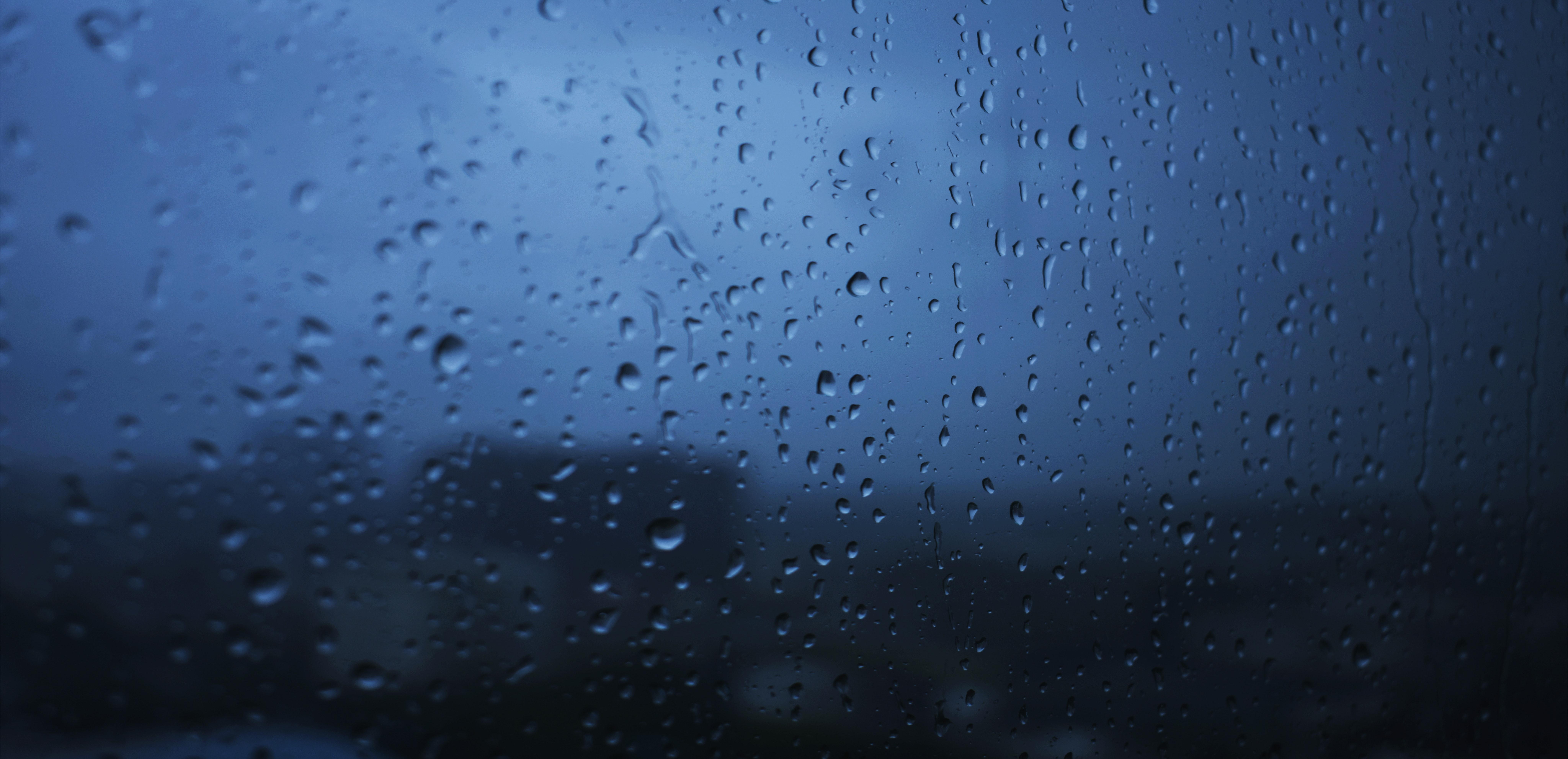 111209 скачать обои Макро, Стекло, Капли, Мокрый, Дождь, Прозрачный, Угрюмый, Окно - заставки и картинки бесплатно