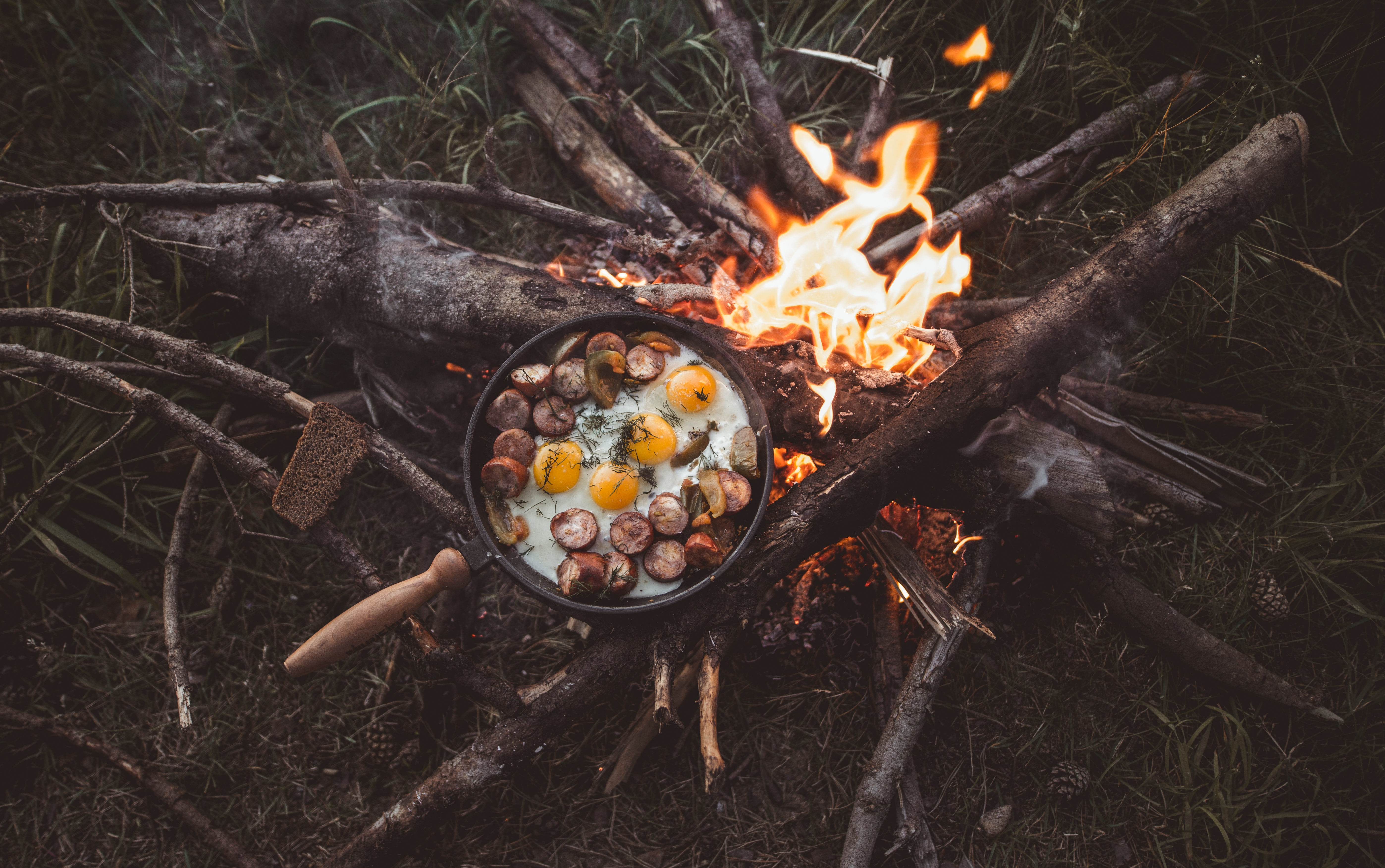 85981 download wallpaper Camping, Food, Fire, Bonfire, Scrambled Eggs, Campsite screensavers and pictures for free