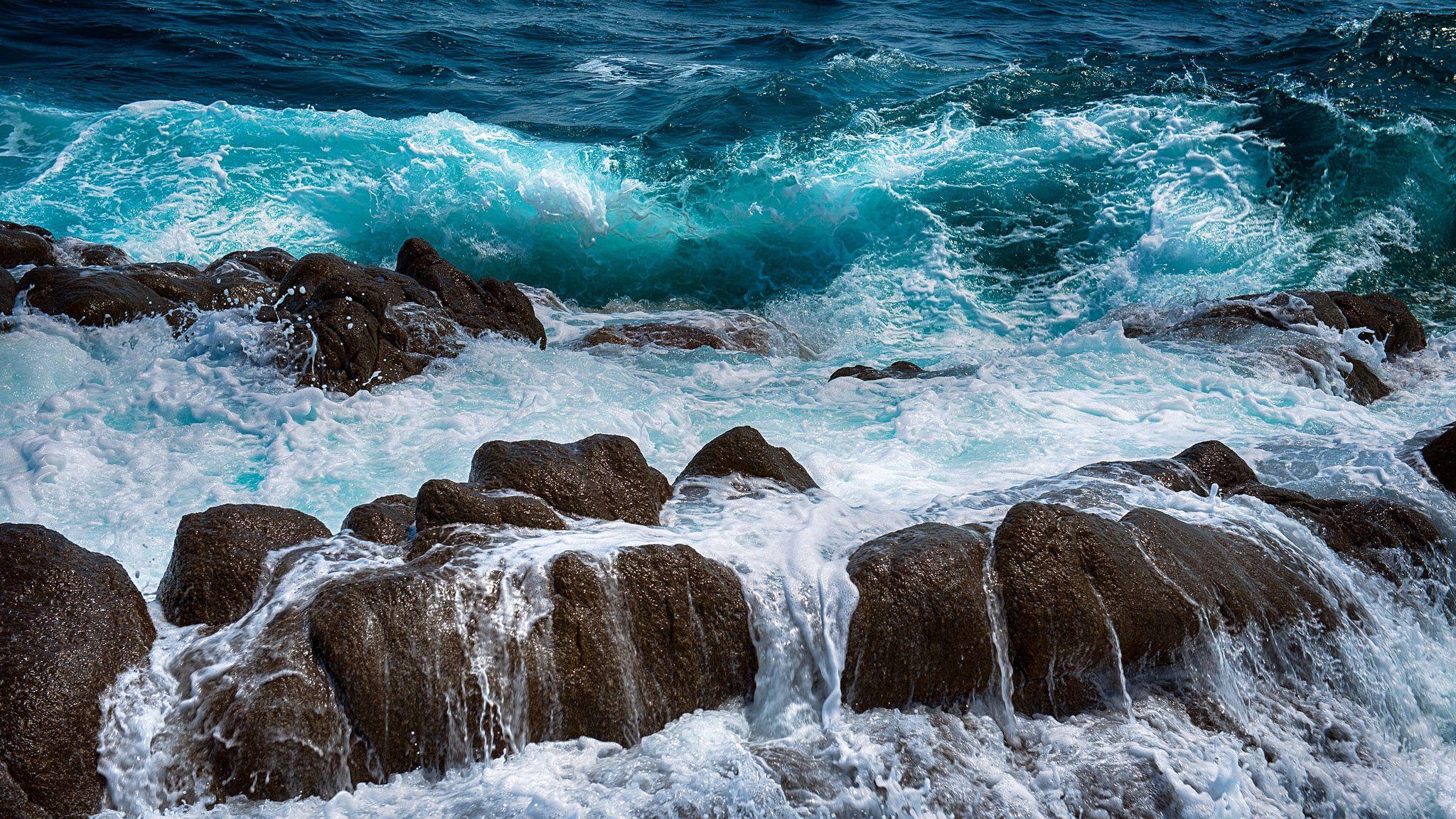 53132 Hintergrundbild herunterladen Natur, Stones, Sea, Surfen, Sprühen, Spray, Schaum - Bildschirmschoner und Bilder kostenlos