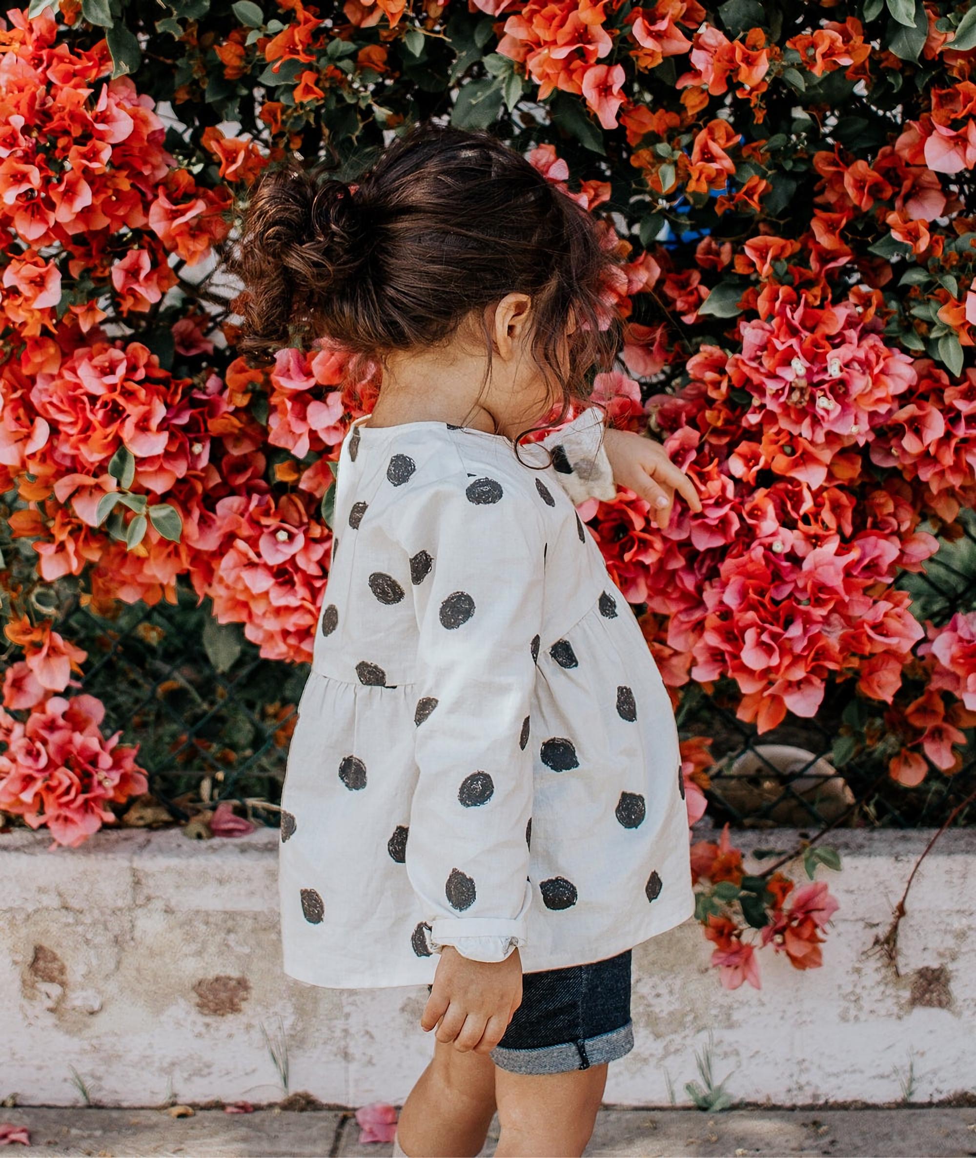 92967 скачать обои Разное, Девочка, Ребенок, Яркий, Цветы - заставки и картинки бесплатно
