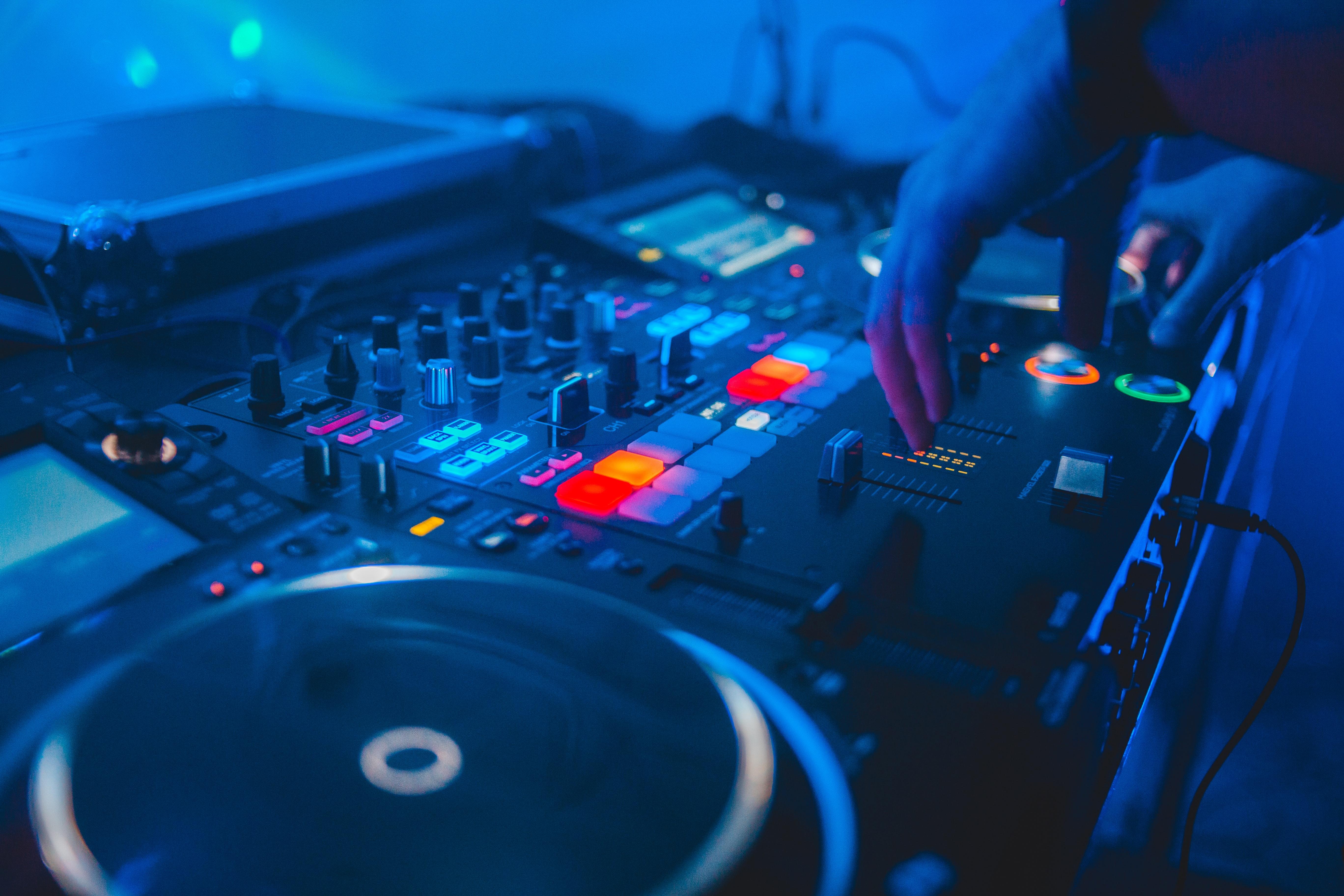 117041 Salvapantallas y fondos de pantalla Música en tu teléfono. Descarga imágenes de Música, Dj, Pinchadiscos, Disco, Discoteca, Instalación gratis