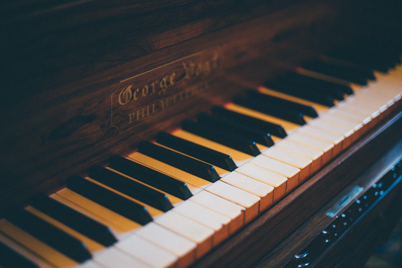 152576 Заставки и Обои Музыка на телефон. Скачать Музыка, Пианино, Музыкальный Инструмент, Размытость, Клавиши картинки бесплатно
