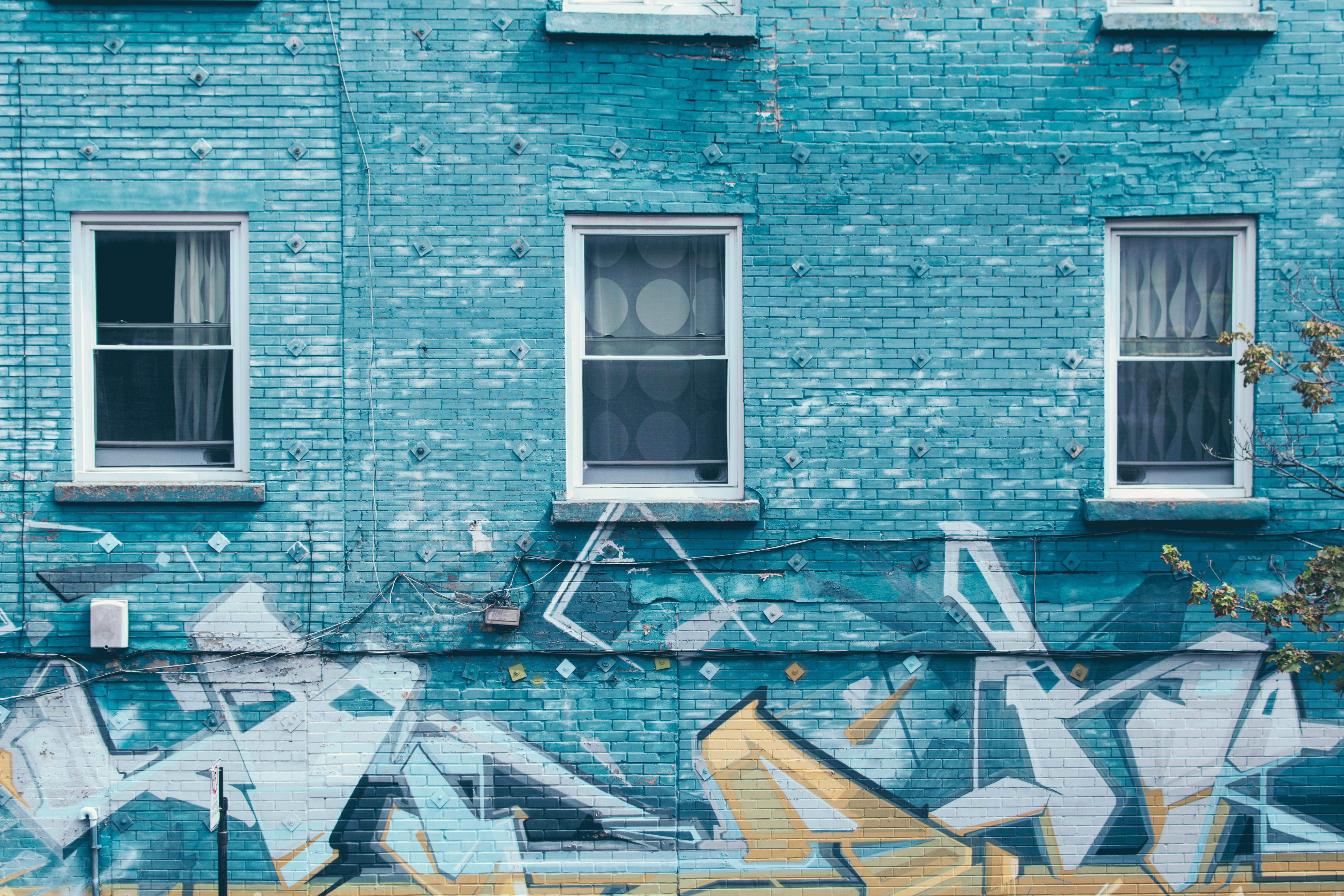137632 Screensavers and Wallpapers Windows for phone. Download Windows, Building, Miscellanea, Miscellaneous, Wall, Facade, Graffiti pictures for free