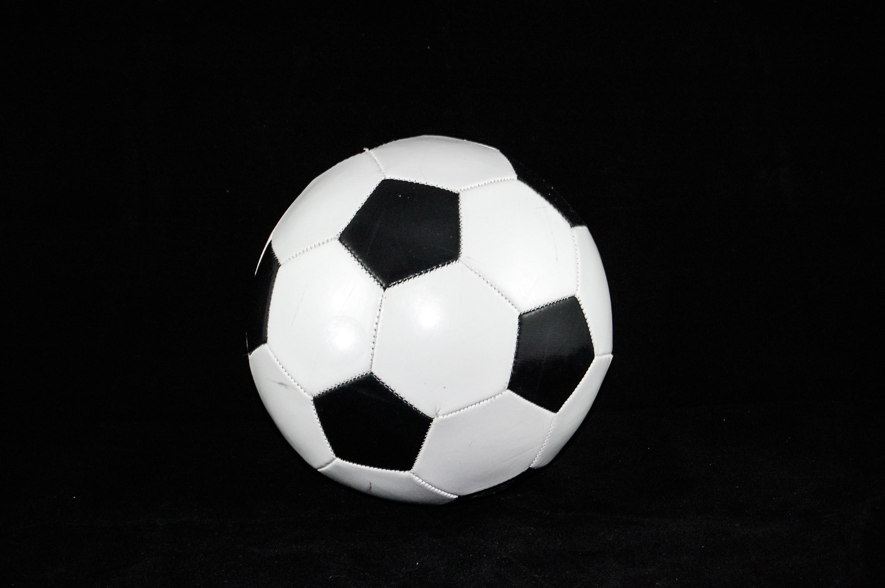 138701 скачать обои Спорт, Футбольный Мяч, Футбол, Чб - заставки и картинки бесплатно