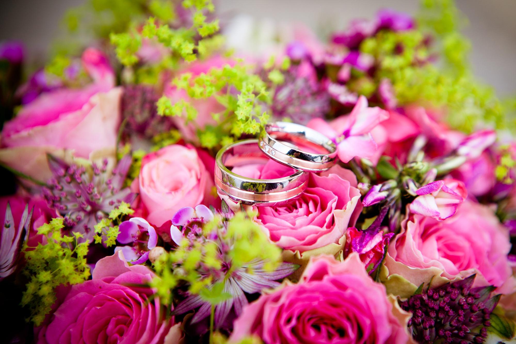 54192 скачать обои Свадьба, Праздники, Розы, Кольца, Букет - заставки и картинки бесплатно
