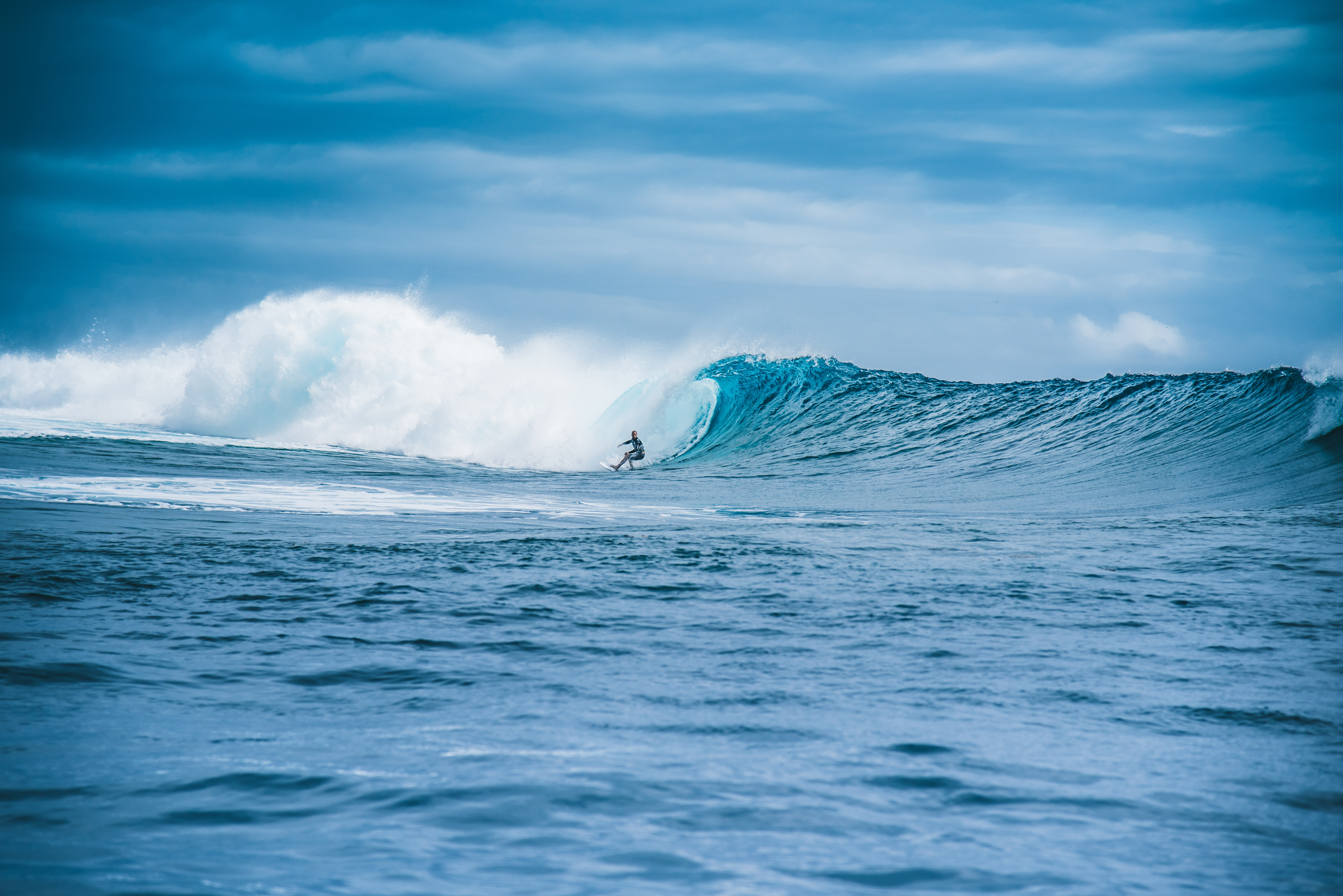 56750 download wallpaper Sports, Wave, Surfer, Serfing, Ocean, Water screensavers and pictures for free