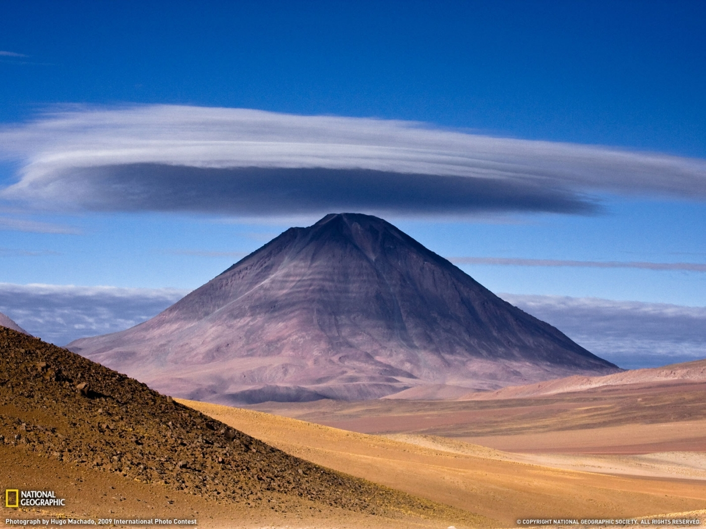 26018 download wallpaper Landscape, Sky, Mountains, Clouds, Desert screensavers and pictures for free