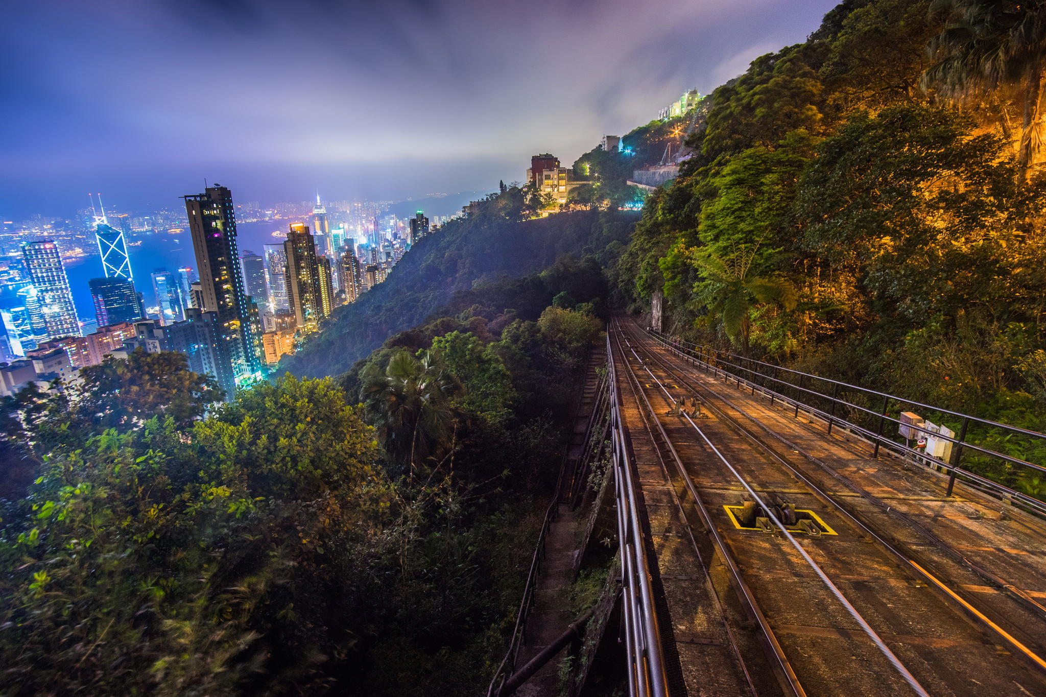 126546 papel de parede 720x1280 em seu telefone gratuitamente, baixe imagens Cidades, Noite, Arranha-Céus, Arranha Céus, Elevação, Hong Kong, Região Administrativa Especial De Hong Kong 720x1280 em seu celular