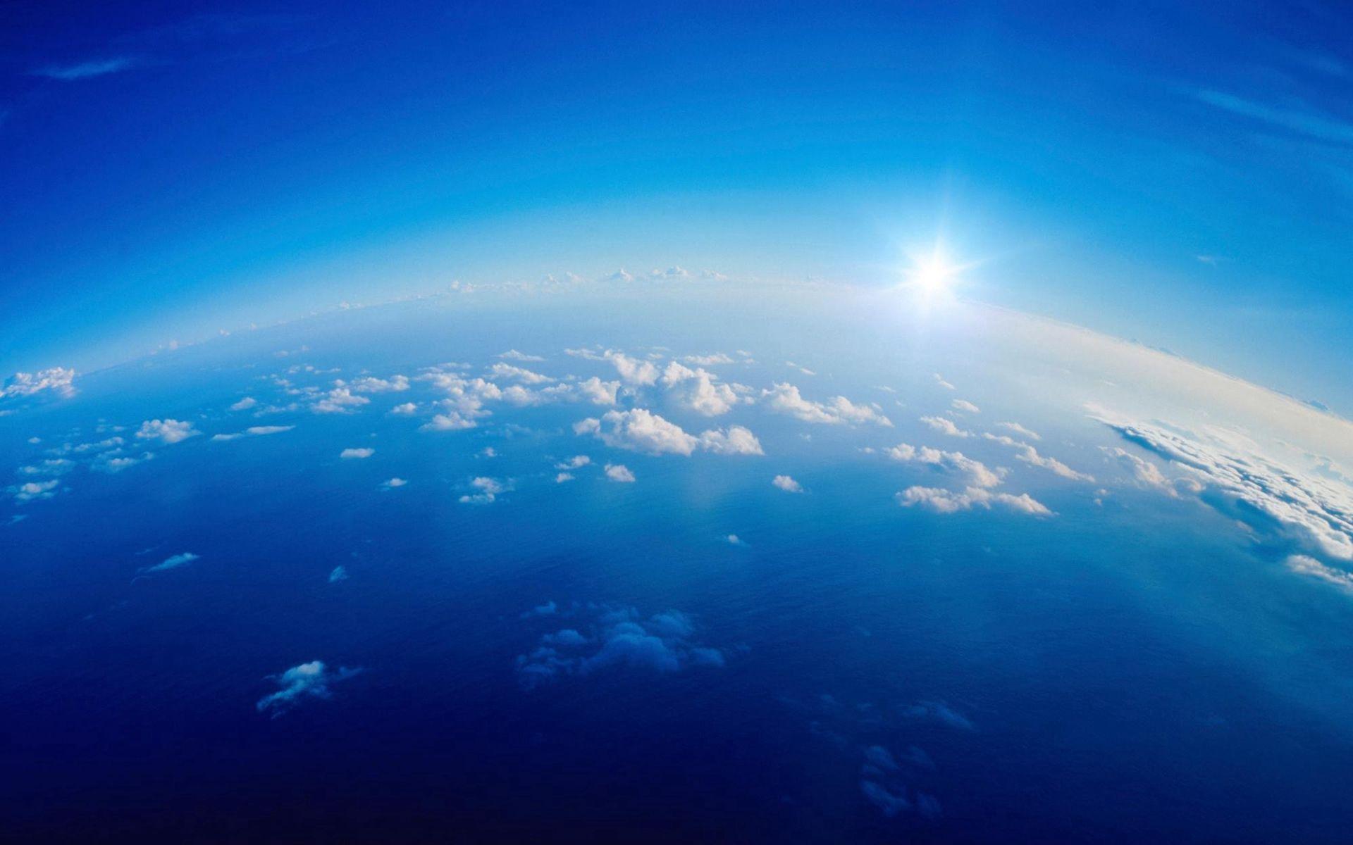 102136 скачать обои Облака, Природа, Небо, Солнце, Свет, Голубой, Высота, Белый - заставки и картинки бесплатно