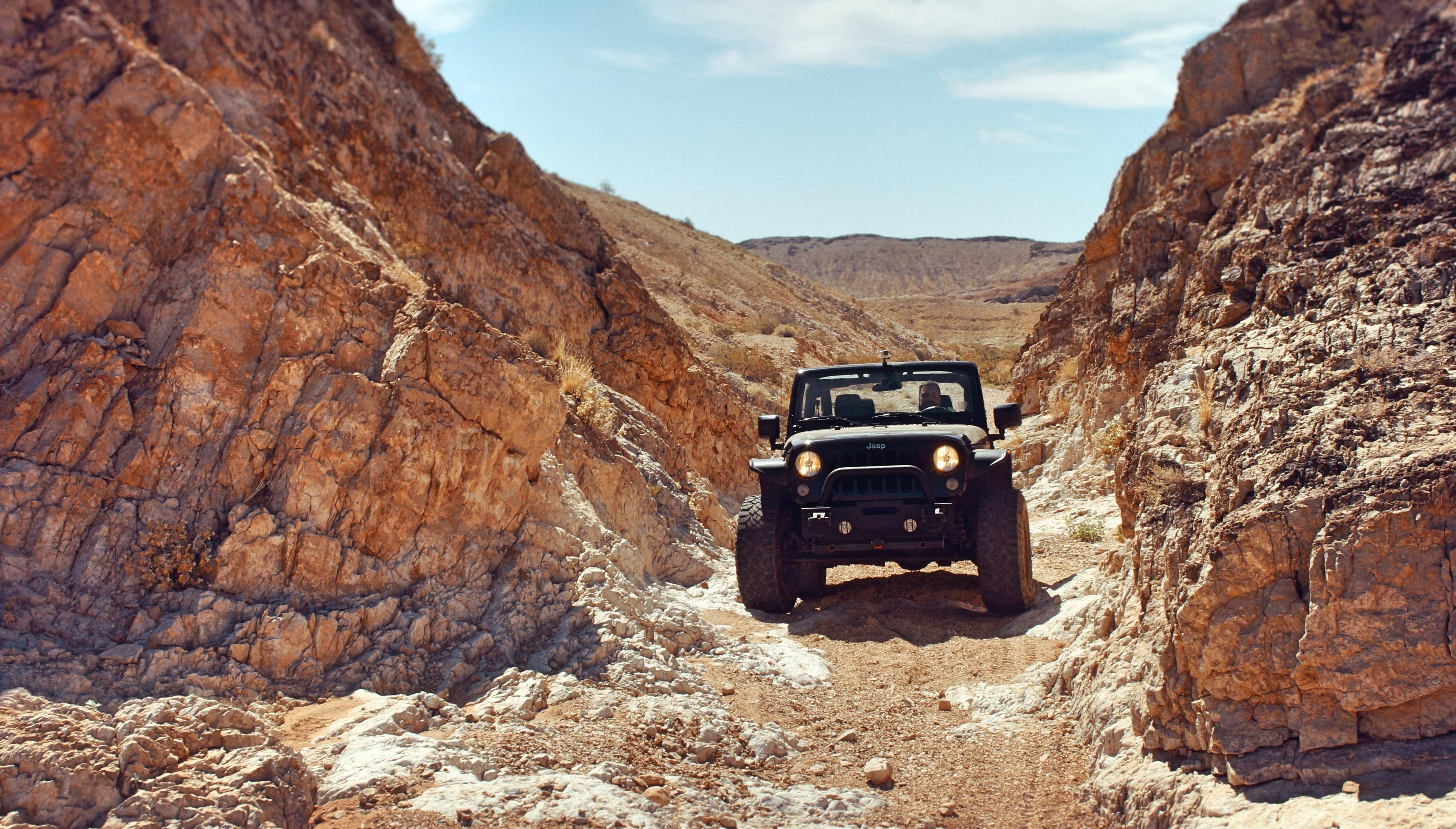 93557 Заставки и Обои Пустыня на телефон. Скачать Внедорожник, Пустыня, Тачки (Cars), Скалы, Jeep картинки бесплатно