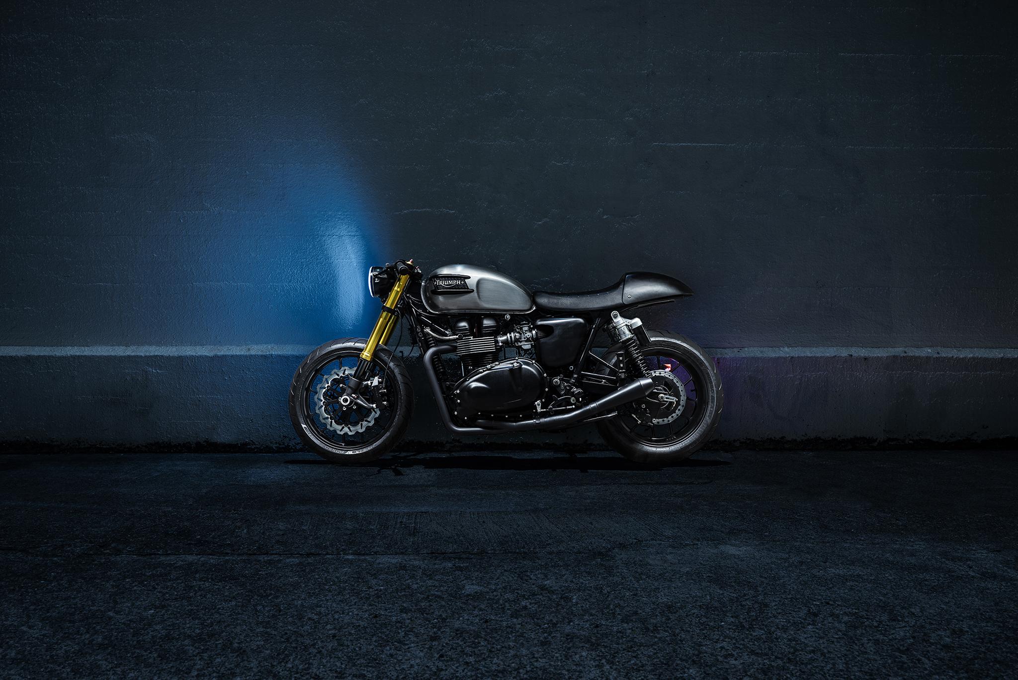 55480 скачать обои Мотоциклы, Triumph Bonneville, Мотоцикл, Стена - заставки и картинки бесплатно