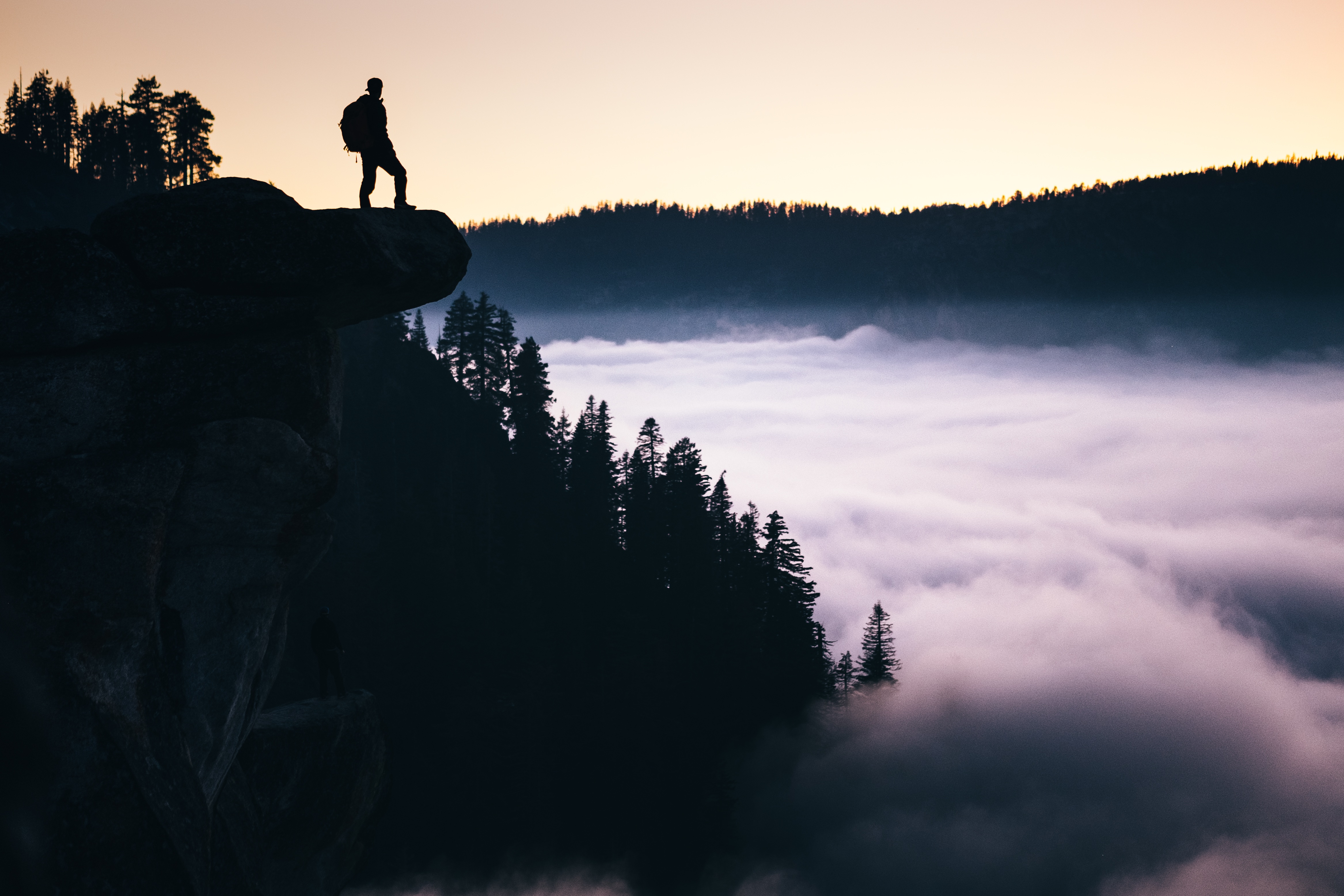 91443 free wallpaper 2160x3840 for phone, download images Nature, Usa, Fog, Break, Precipice, United States, Human, Person, Yosemite Valley, Freedom, Glacier Point 2160x3840 for mobile