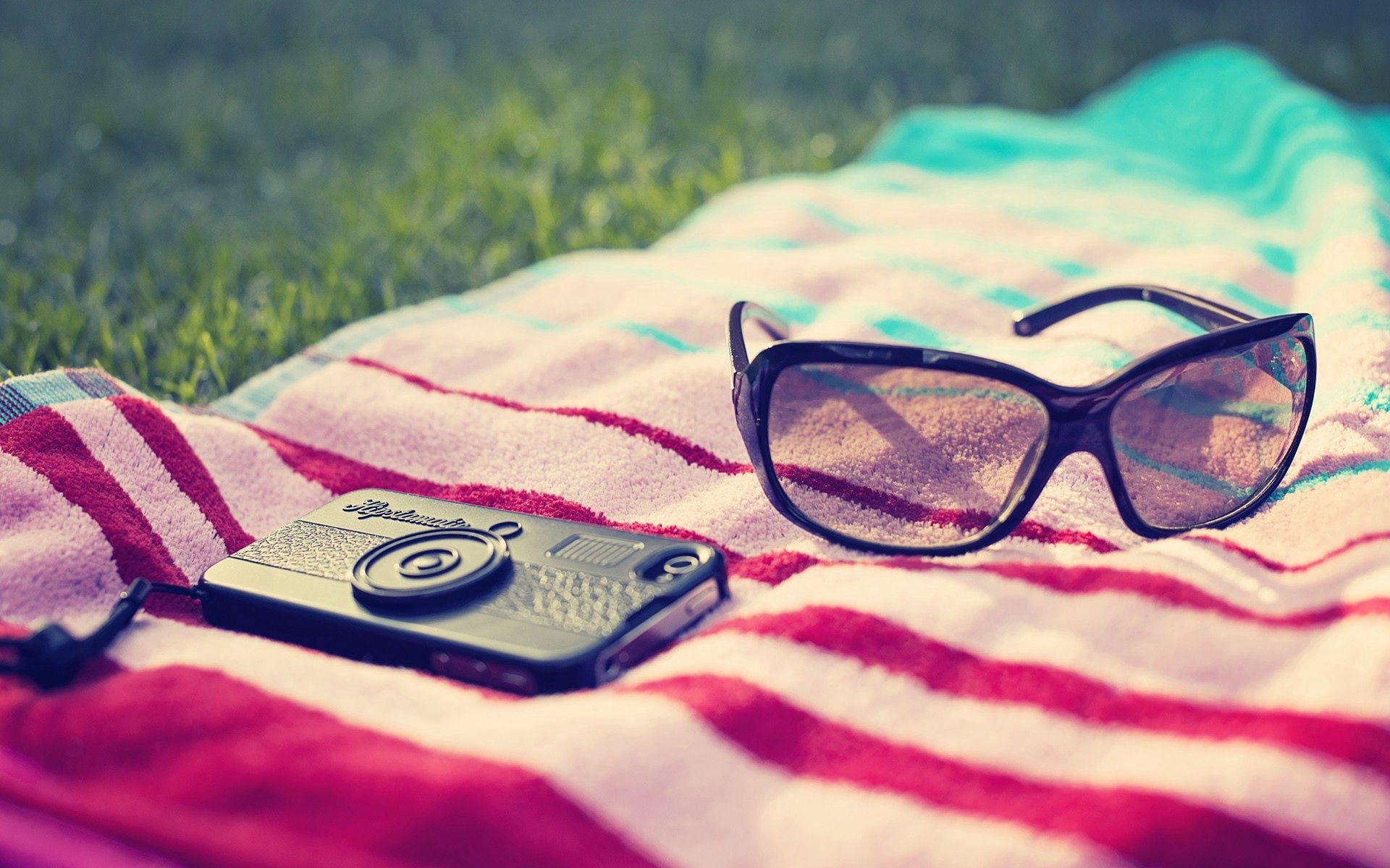 100128 скачать обои Разное, Телефон, Очки, Полотенец, Лето, Пляж - заставки и картинки бесплатно