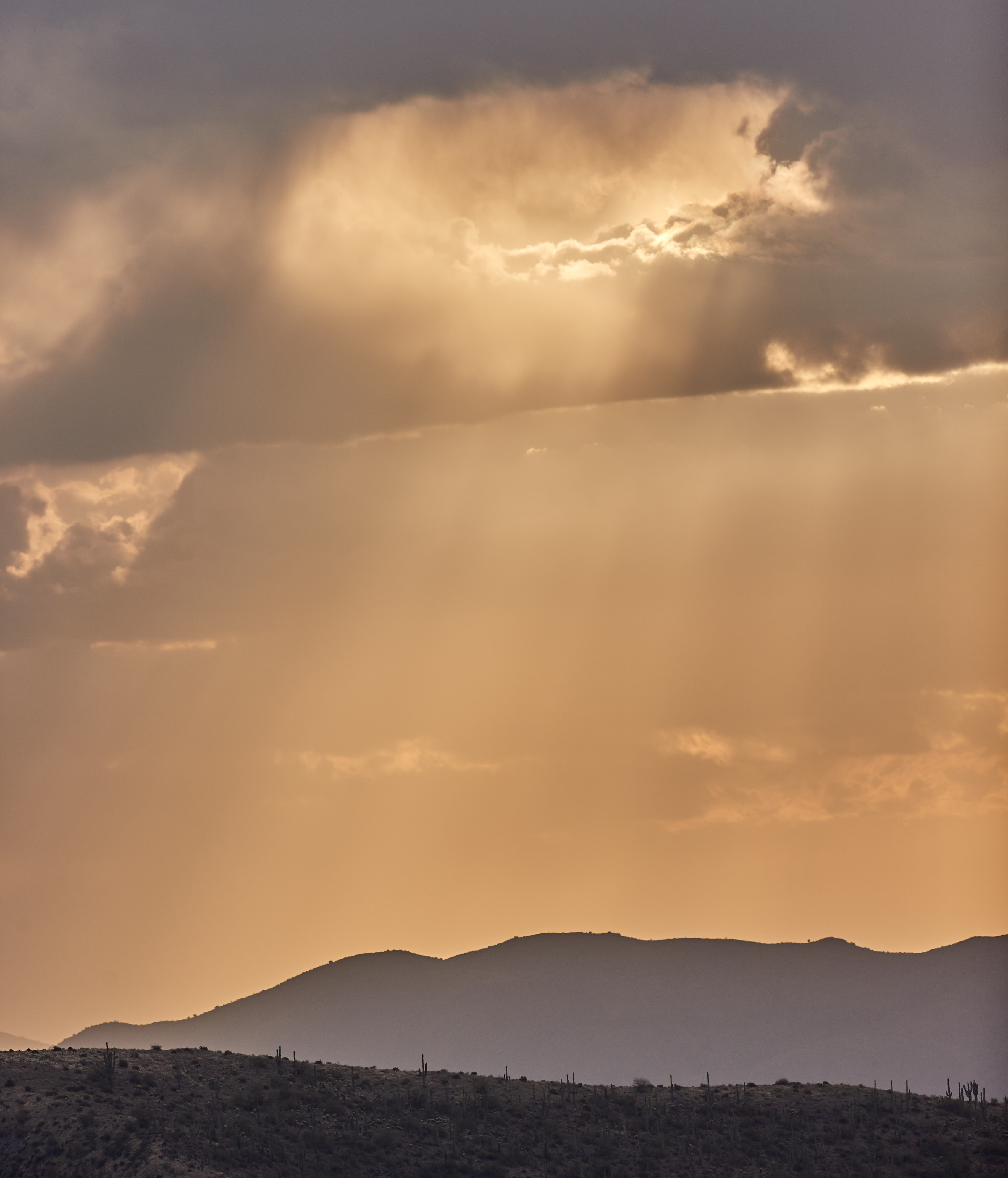 155489 скачать обои Облака, Лучи, Свет, Природа, Горы, Пейзаж - заставки и картинки бесплатно