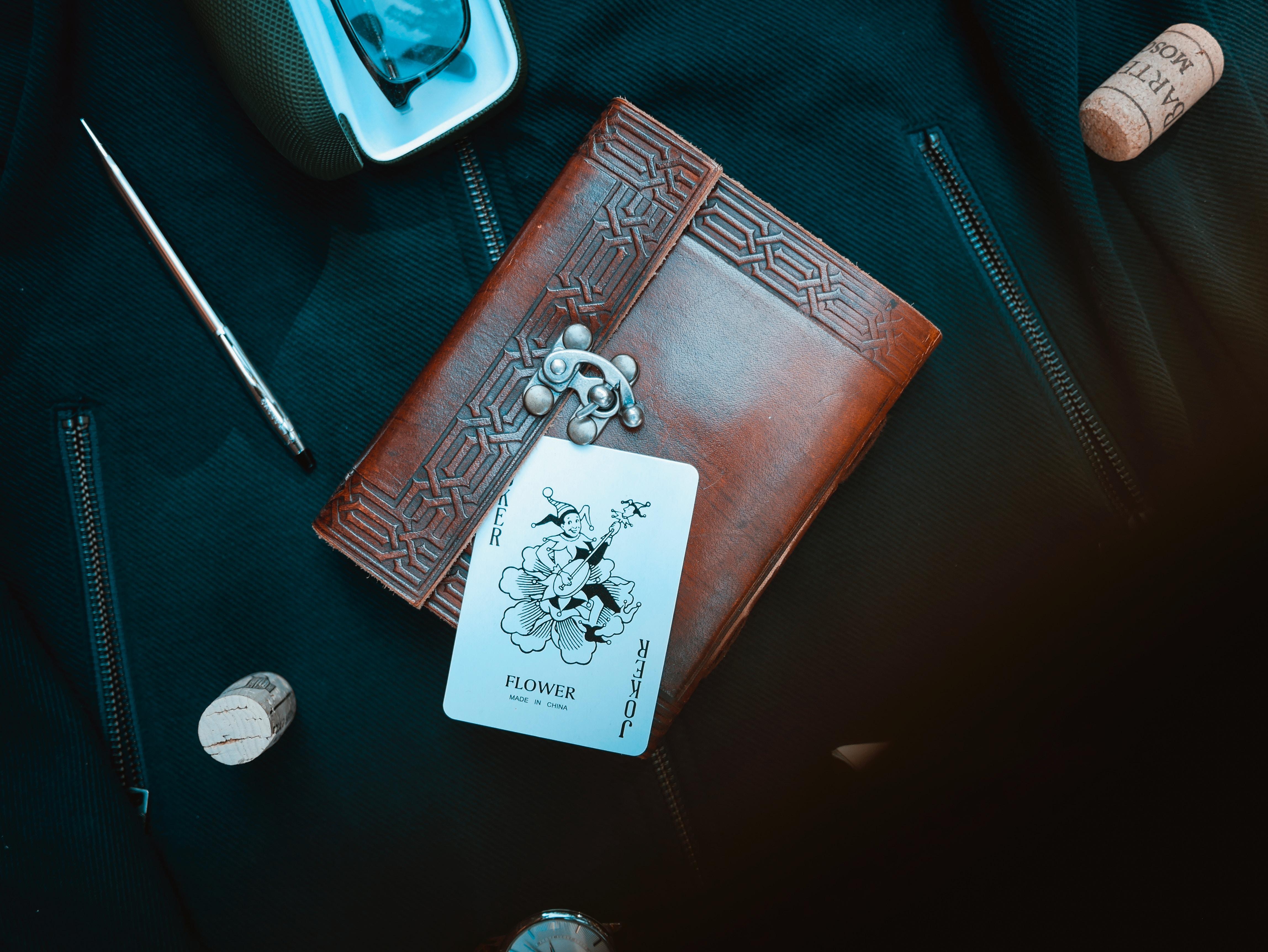 98373 Hintergrundbild herunterladen Joker, Verschiedenes, Sonstige, Brille, Karte, Brieftasche, Geldbeutel - Bildschirmschoner und Bilder kostenlos
