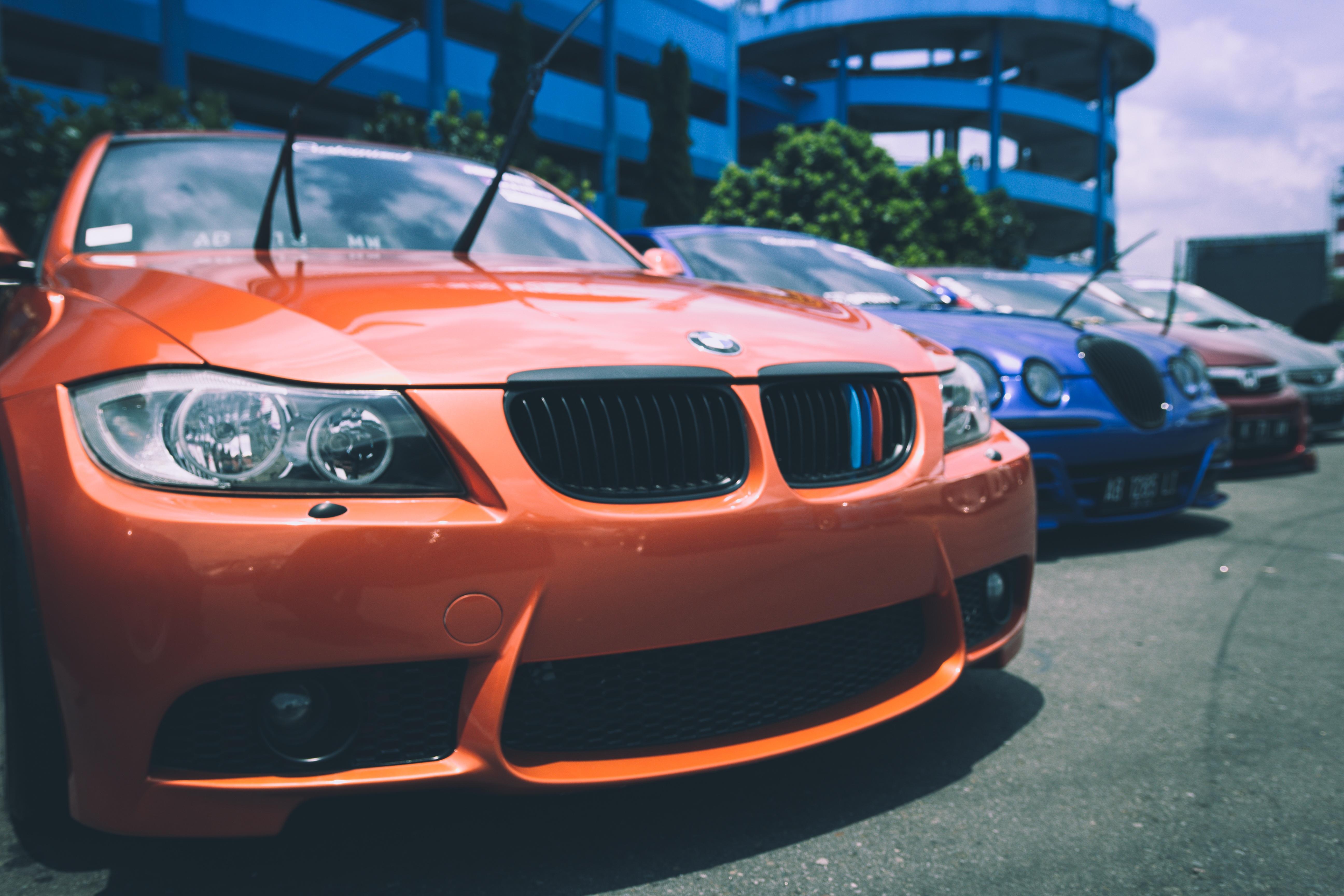 123584 скачать обои Тачки (Cars), Бмв (Bmw), Парковка, Передний Бампер - заставки и картинки бесплатно