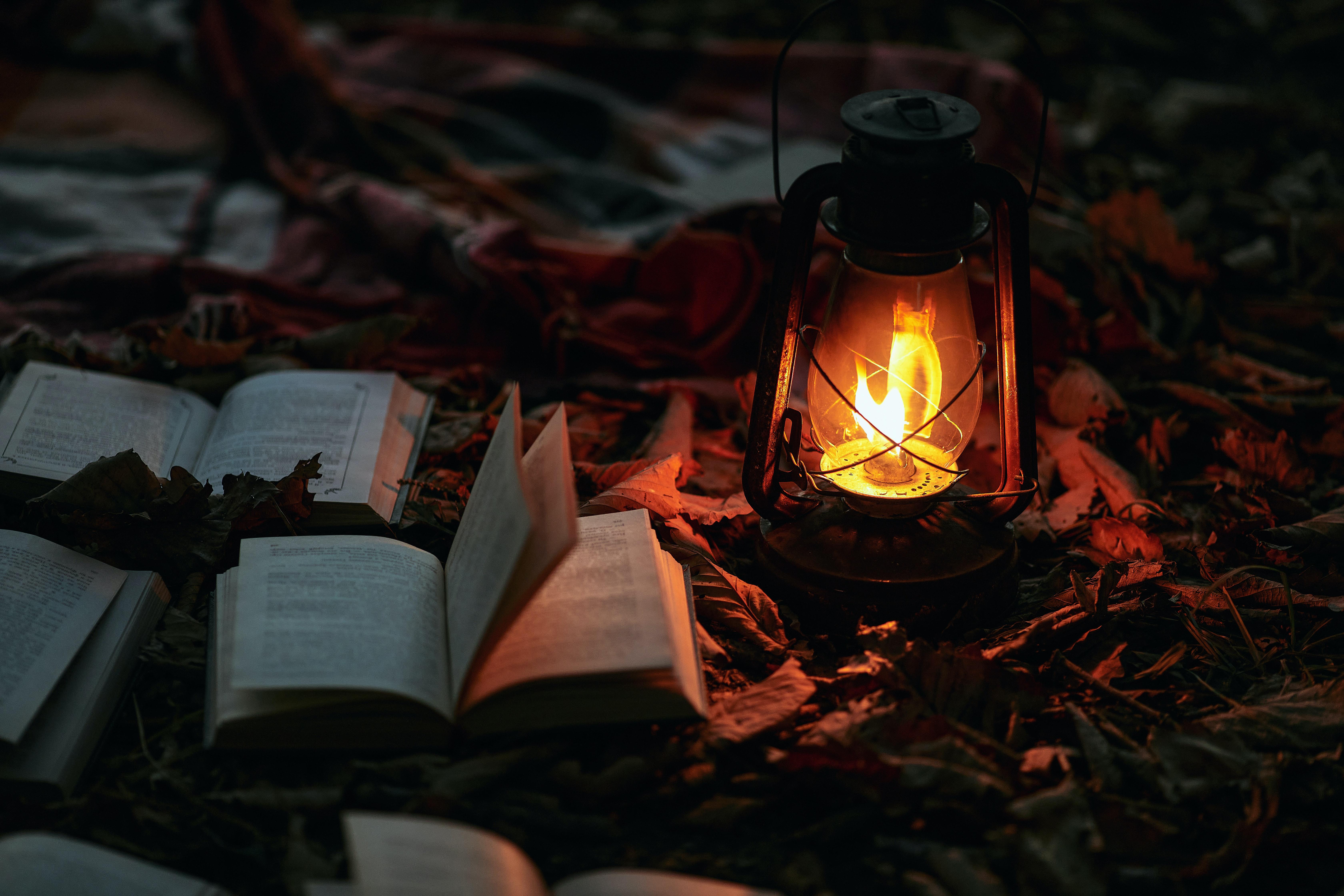 95038 скачать обои Разное, Лампа, Книги, Огонь, Свет, Освещение - заставки и картинки бесплатно