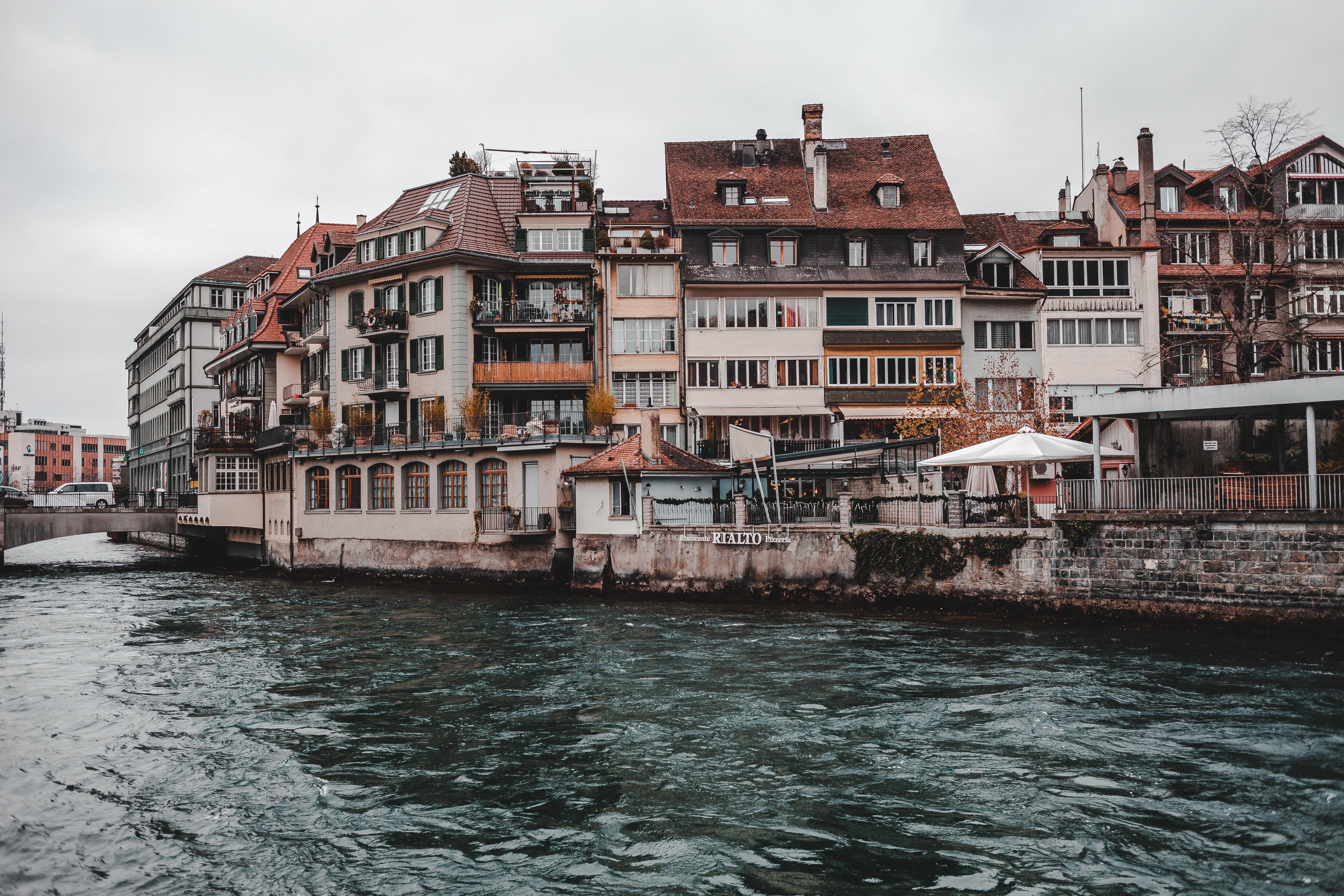 93697 скачать обои Швейцария, Города, Река, Берег, Здание, Тун - заставки и картинки бесплатно