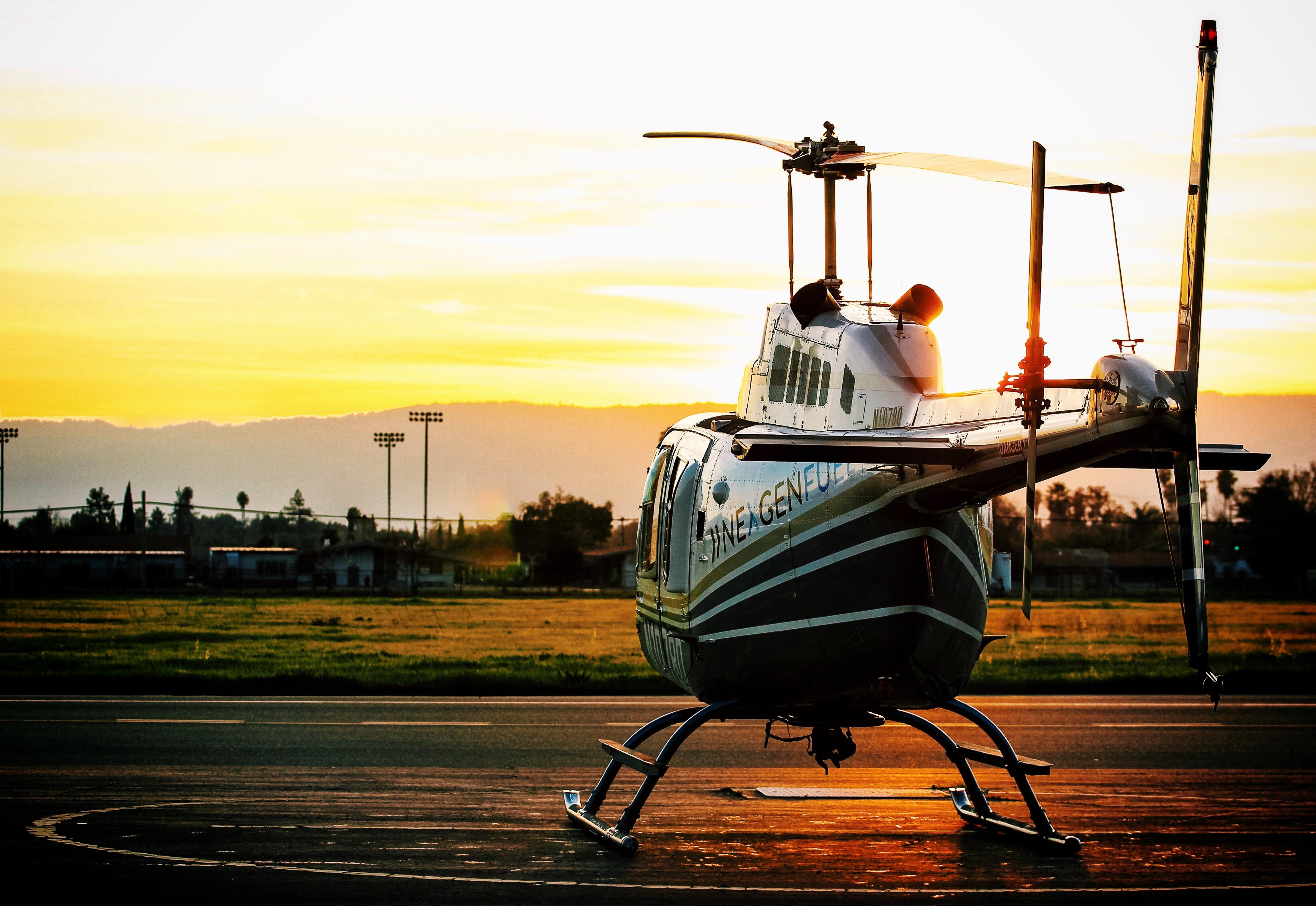 62025 Hintergrundbild herunterladen Sunset, Hubschrauber, Verschiedenes, Sonstige, Flugplatz - Bildschirmschoner und Bilder kostenlos
