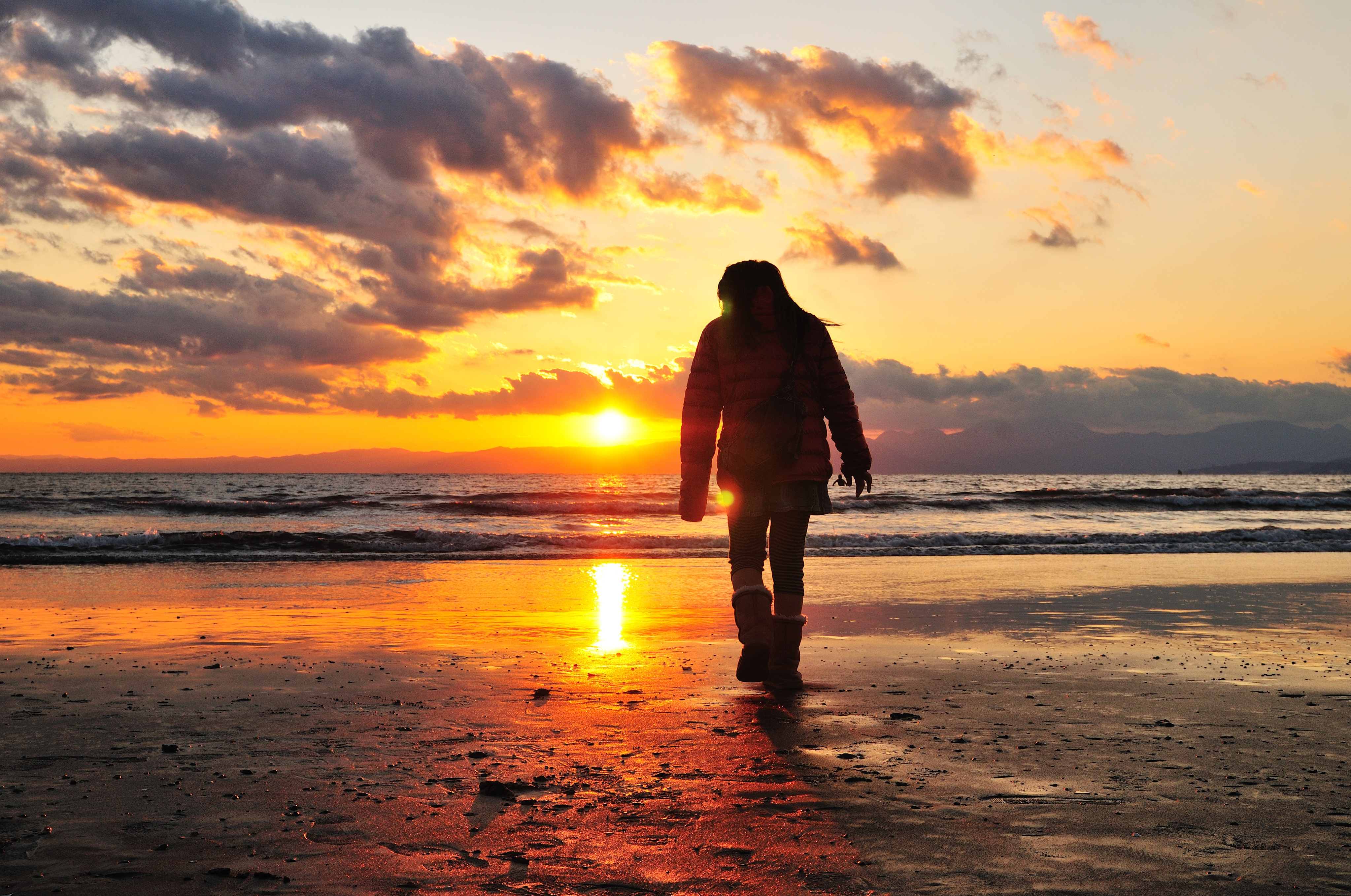 114518 Screensavers and Wallpapers Human for phone. Download Sunset, Sea, Shore, Bank, Dark, Shine, Light, Stroll, Human, Person, Loneliness pictures for free