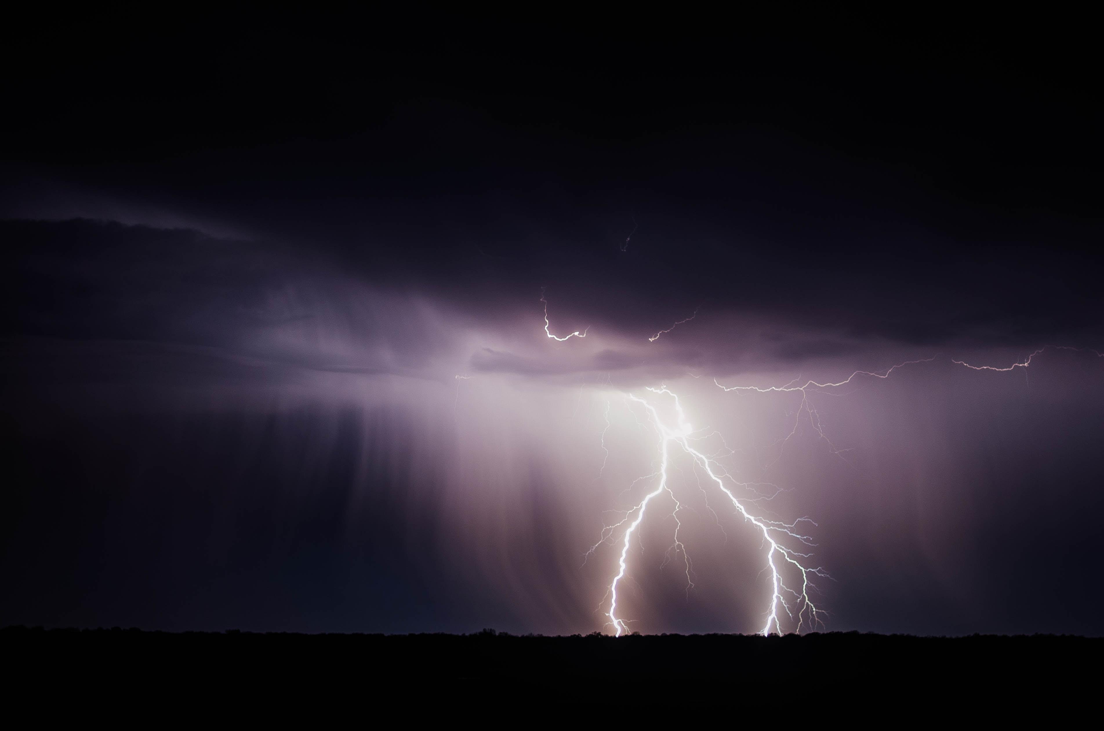 72077 скачать обои Шторм, Природа, Небо, Облака, Пасмурно, Молния, Тучи - заставки и картинки бесплатно
