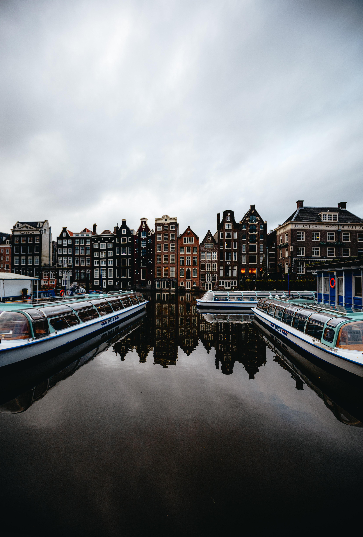 69961 télécharger le fond d'écran Ville, Imeuble, Bâtiment, Rivières, Bateaux, Amsterdam, L'architecture, Villes - économiseurs d'écran et images gratuitement