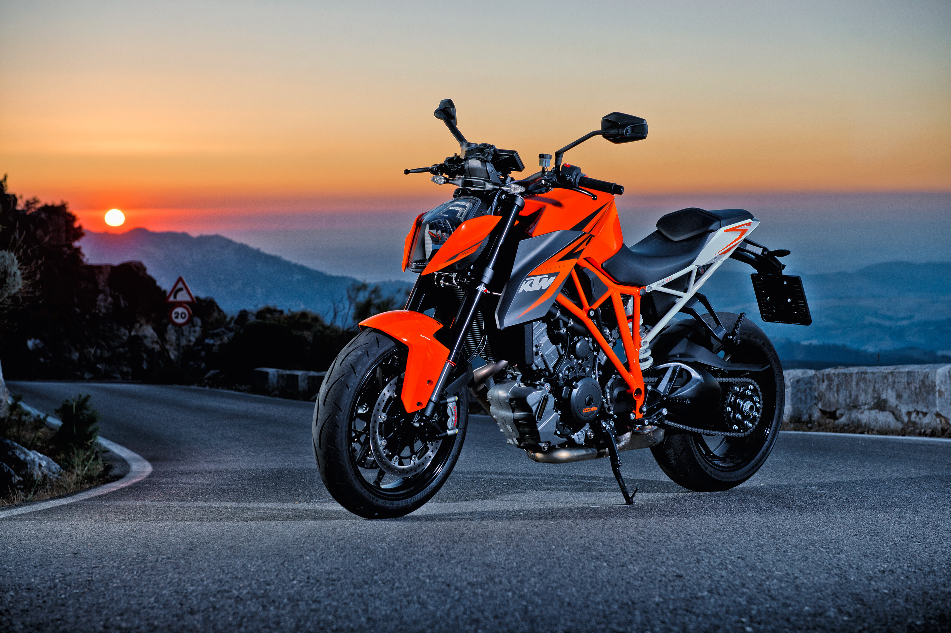 145858 download wallpaper Motorcycles, Sports, Motorcycle, Ktm 1290 Super Duke R screensavers and pictures for free
