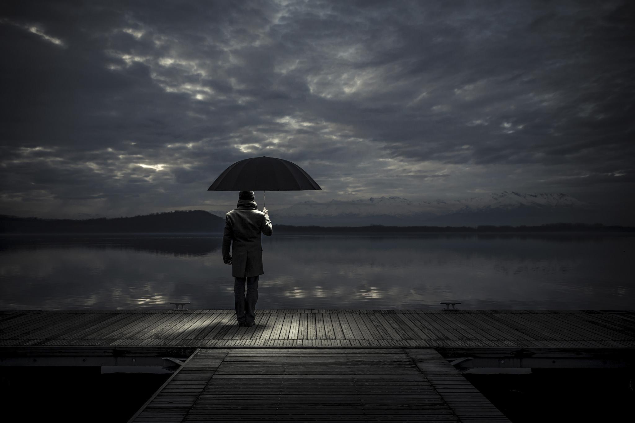 89969壁紙のダウンロード闇, 暗い, おとこ, 男, 傘, ナイト, バース, 波止場-スクリーンセーバーと写真を無料で
