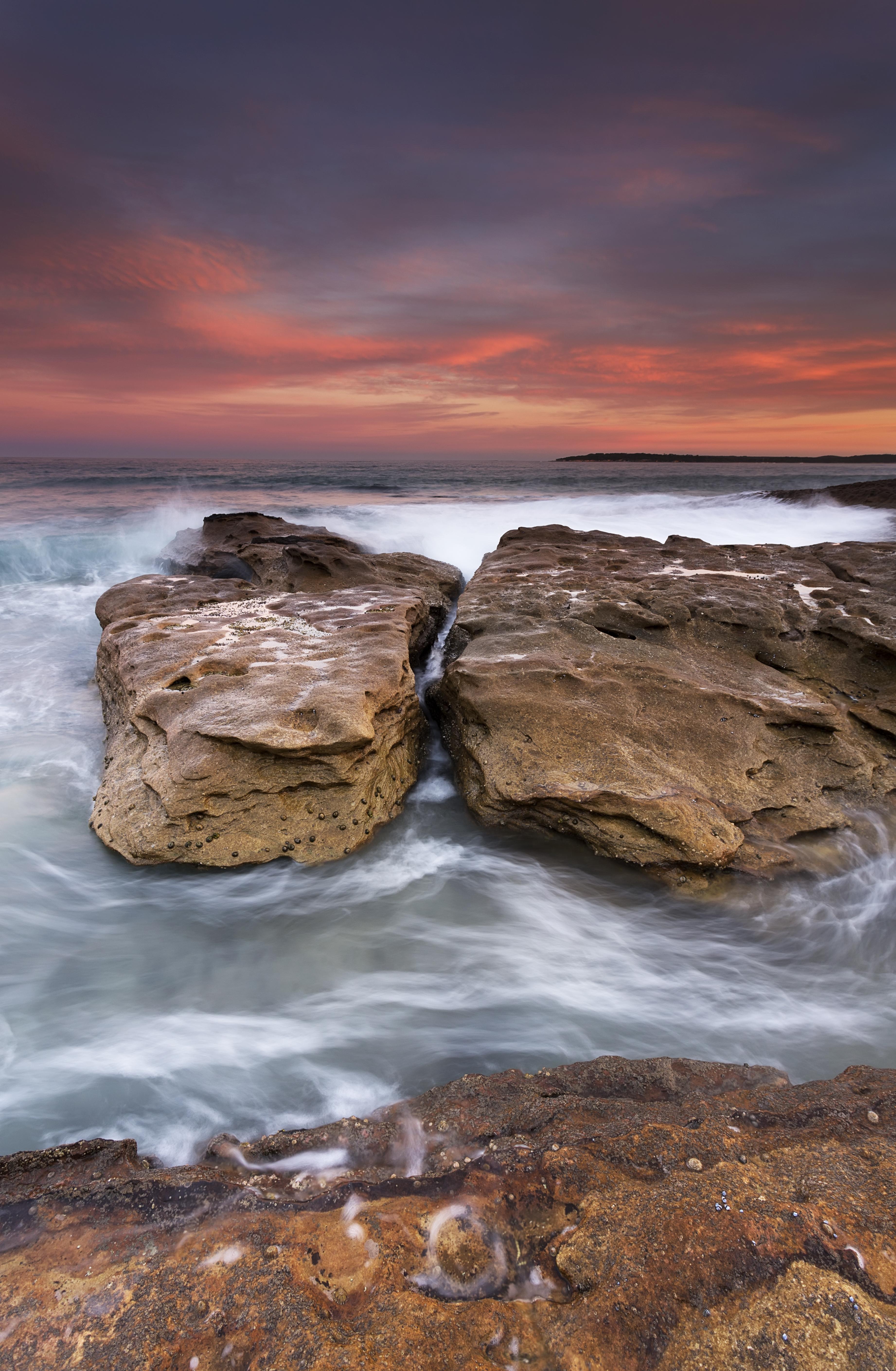 143411 скачать обои Природа, Скалы, Камни, Море, Прибой, Закат, Волны - заставки и картинки бесплатно
