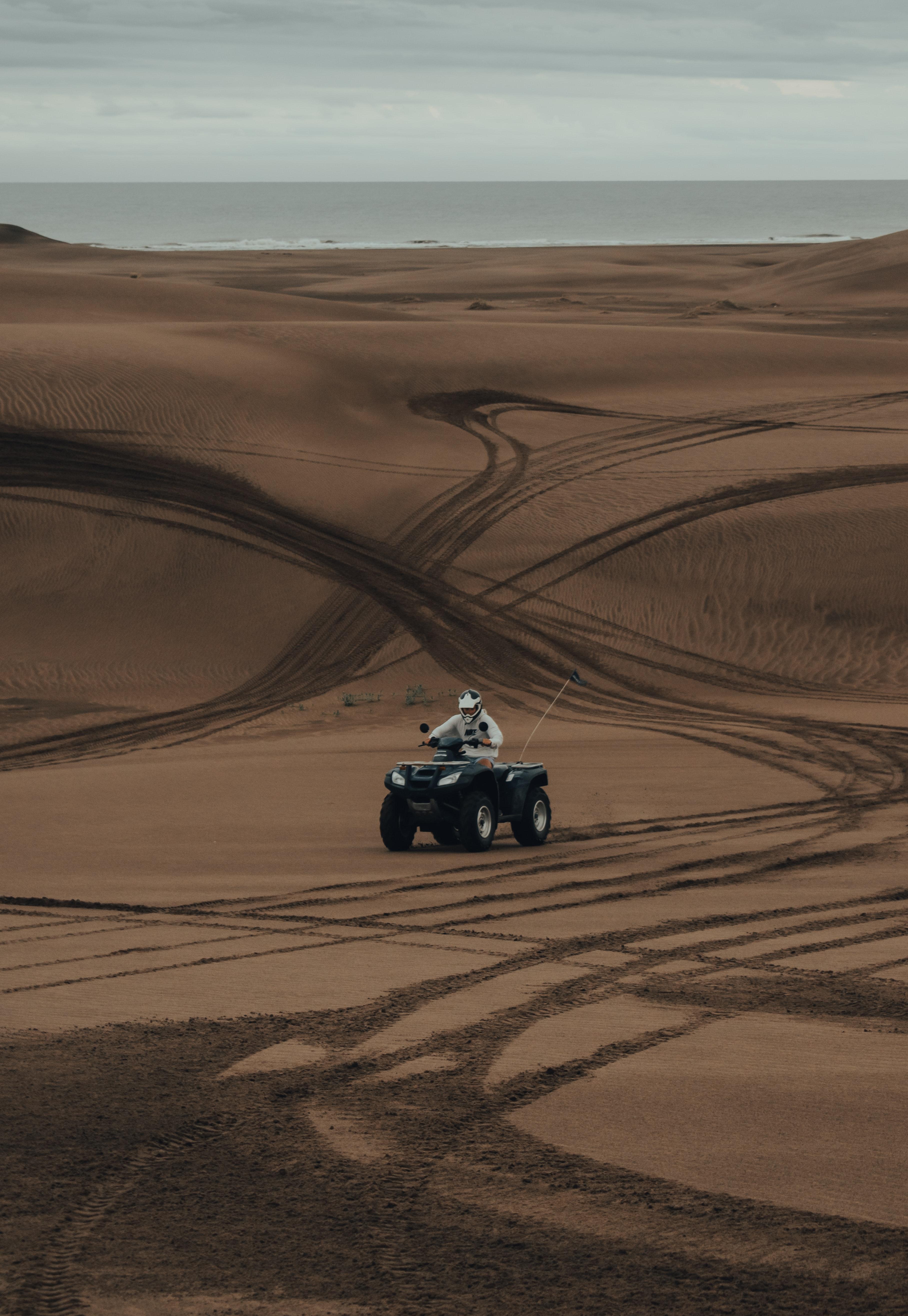 62892 скачать обои Мотоциклы, Квадроцикл, Песок, Следы, Пустыня - заставки и картинки бесплатно