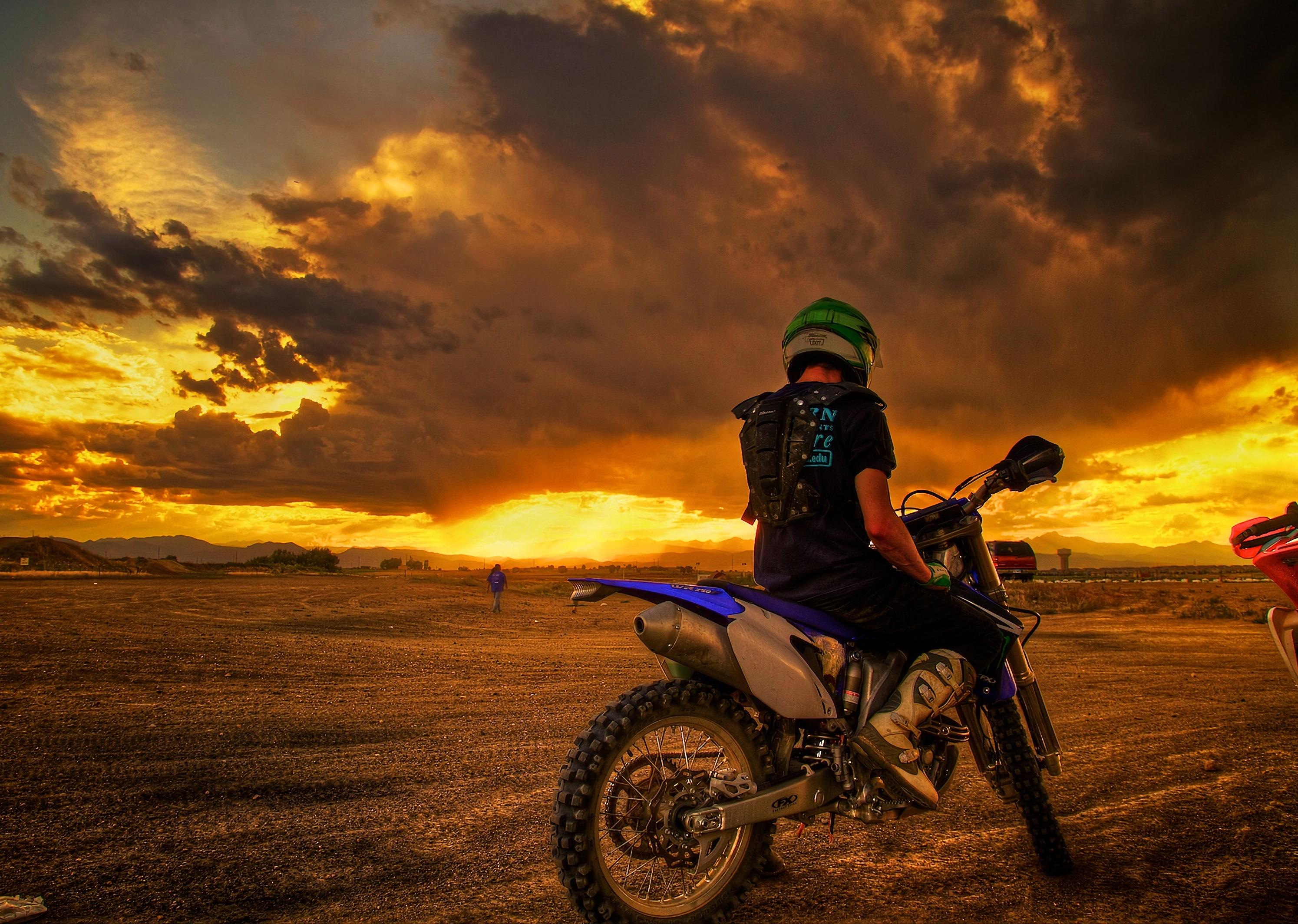127814 Hintergrundbild herunterladen Motorradfahrer, Motorräder, Sunset, Motorrad - Bildschirmschoner und Bilder kostenlos