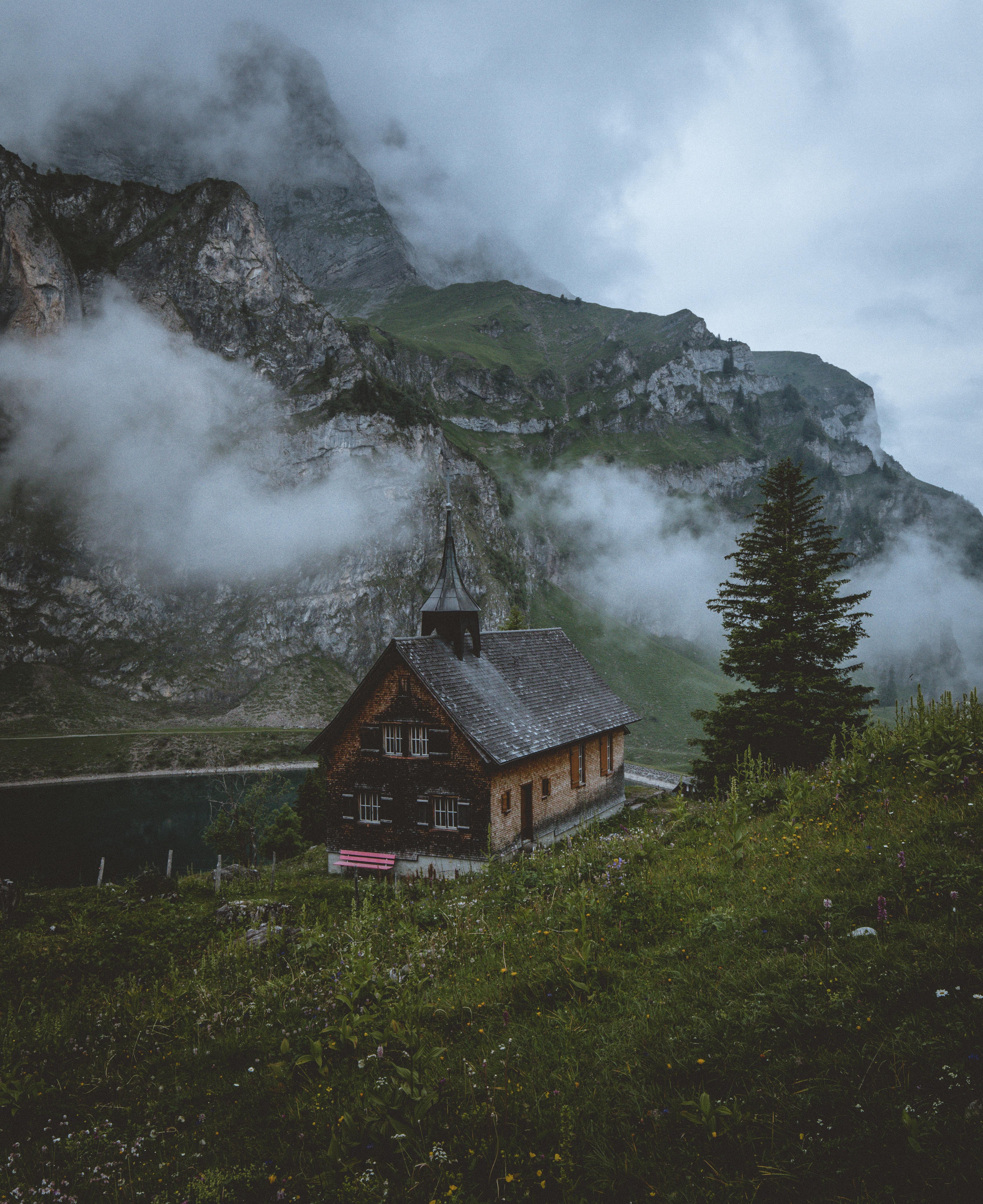 153162 免費下載壁紙 性质, 寺庙, 神殿, 教会, 教堂, 湖, 湖景, 沃尔芬希森, 瑞士, 山 屏保和圖片