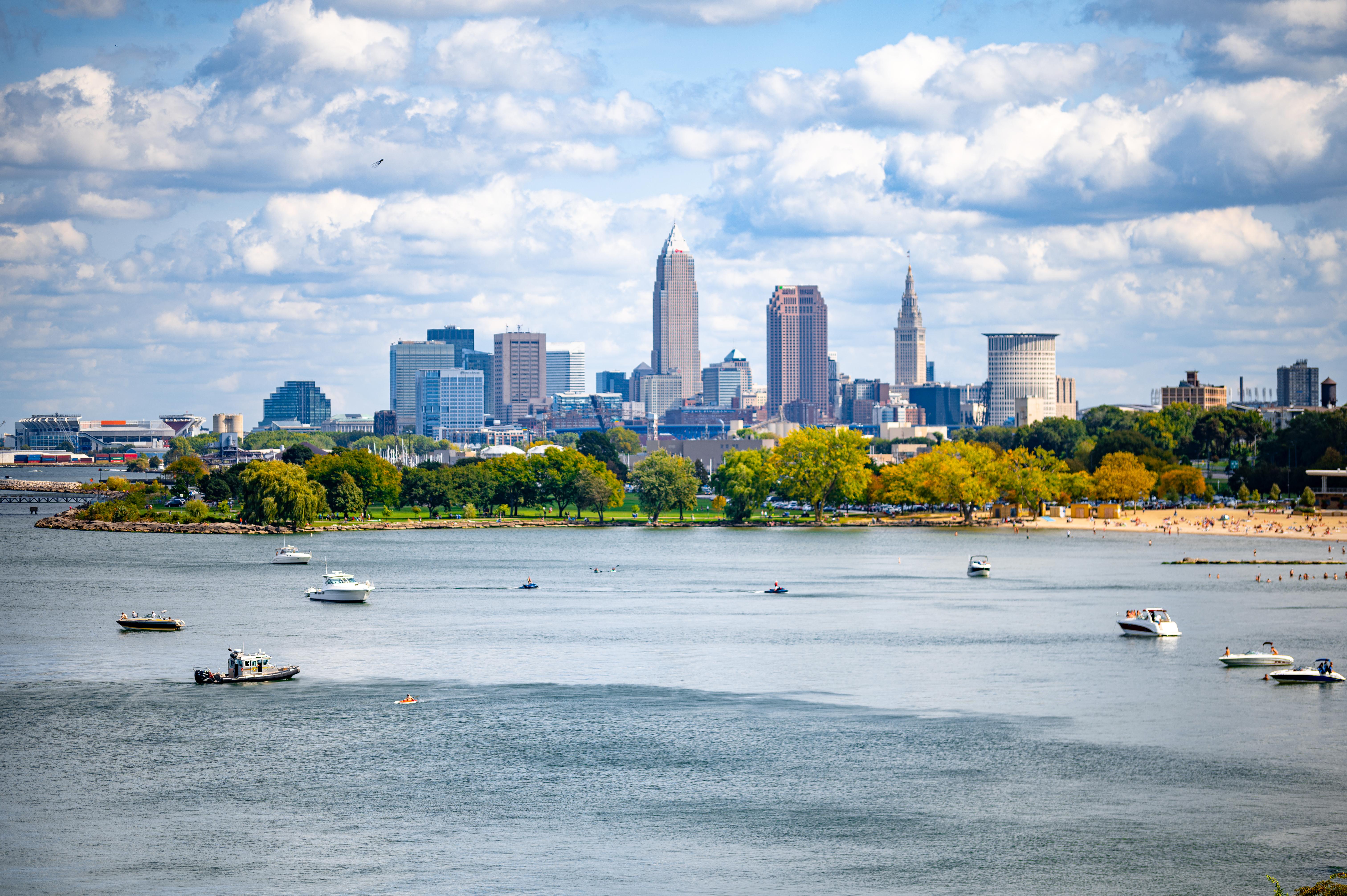 122133 Заставки и Обои Лодки на телефон. Скачать Город, Река, Здания, Лодки, Вода, Города картинки бесплатно