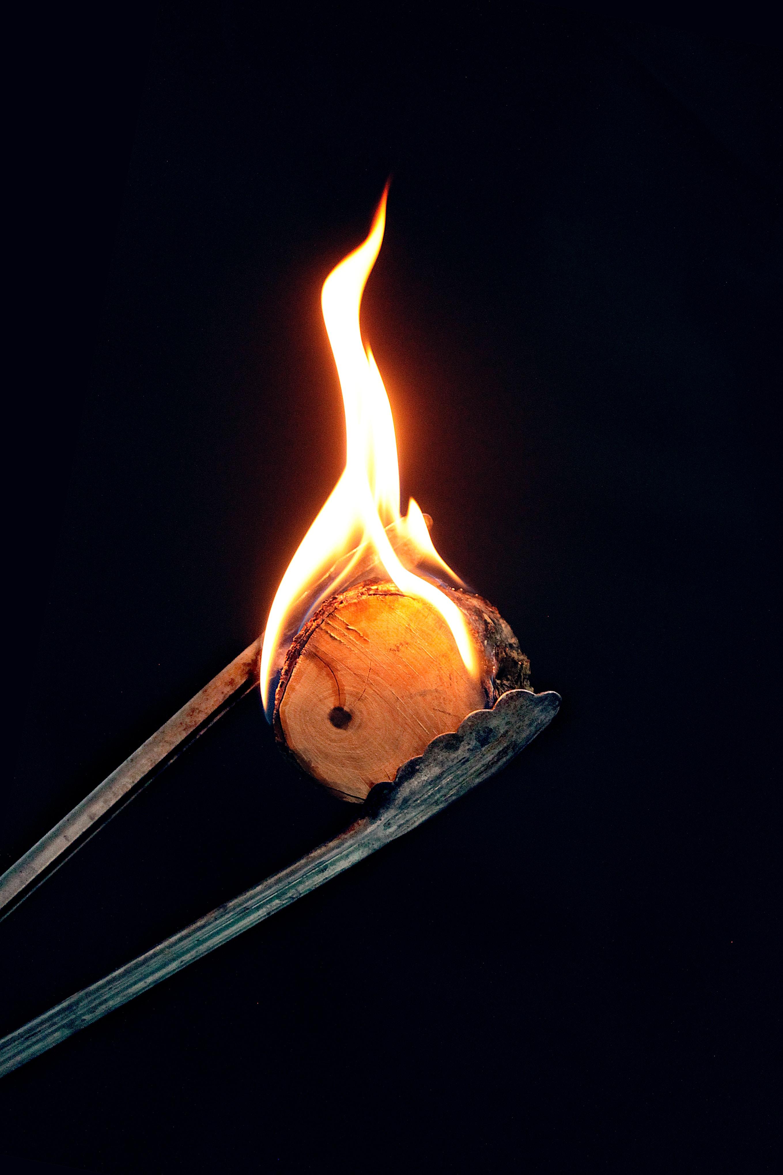 128168 免費下載壁紙 黑暗的, 黑暗, 火, 火焰, 燃烧, 木头 屏保和圖片