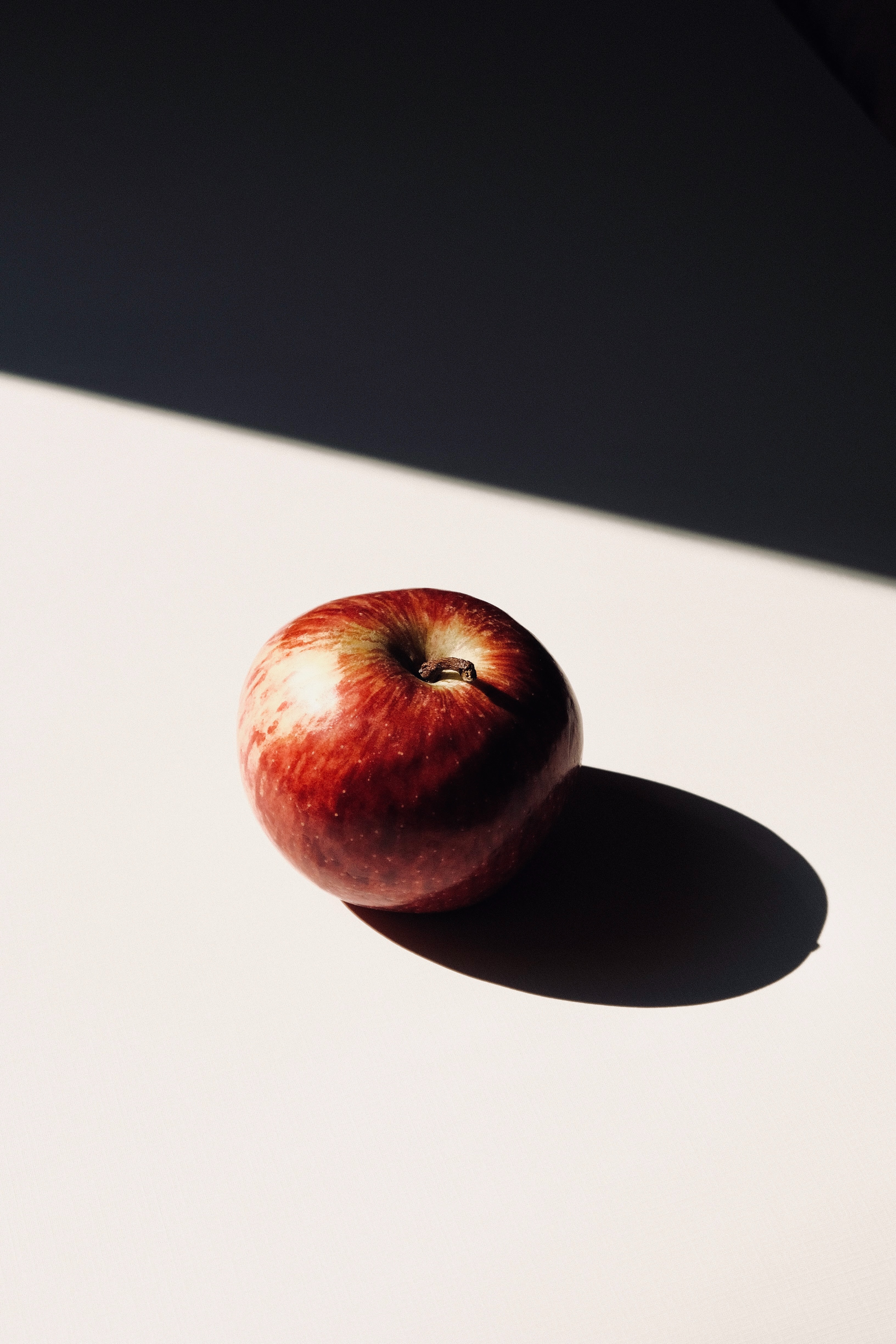 150723 Screensavers and Wallpapers Apple for phone. Download Food, Apple, Fruit, Shadow pictures for free