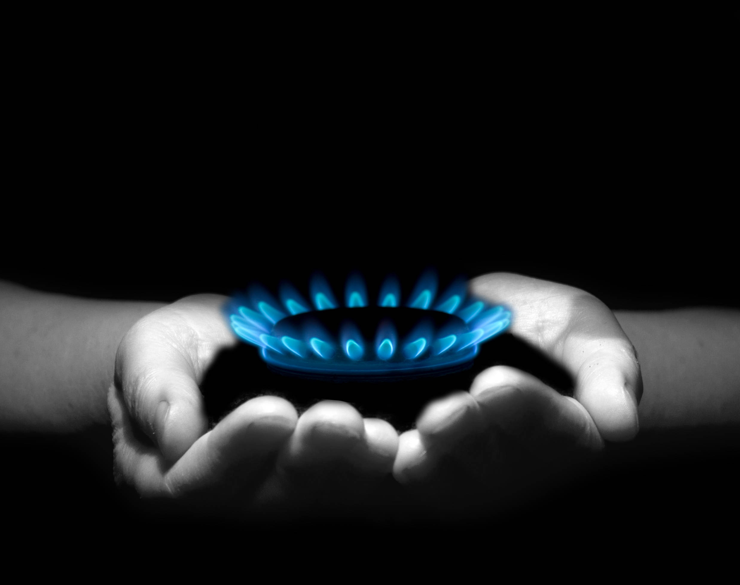 75753 download wallpaper Miscellanea, Miscellaneous, Flame, Hotplate, Burner, Gas, Hands, Black Background screensavers and pictures for free