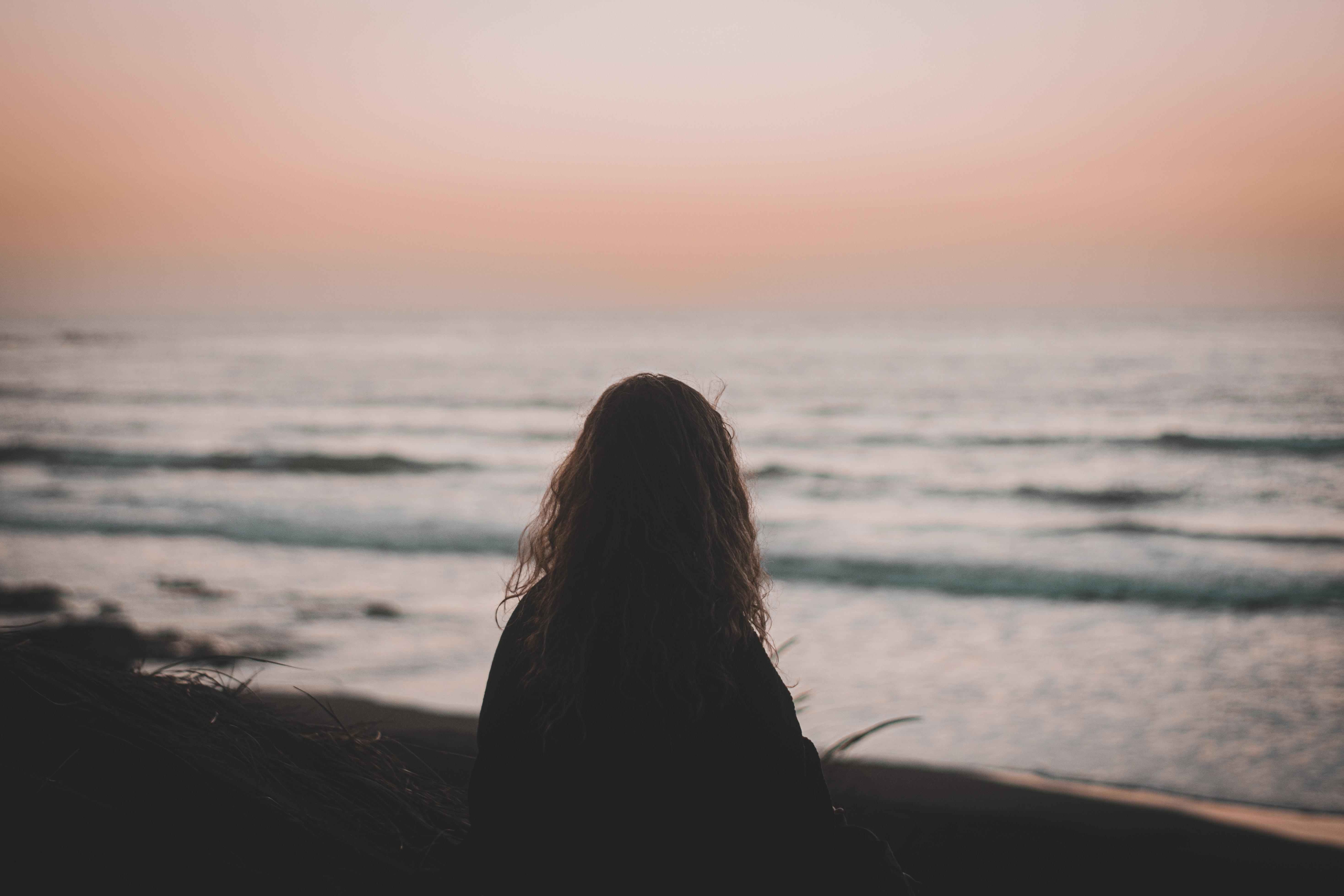 148437 скачать обои Разное, Девушка, Силуэт, Одиночество, Пляж, Темный - заставки и картинки бесплатно