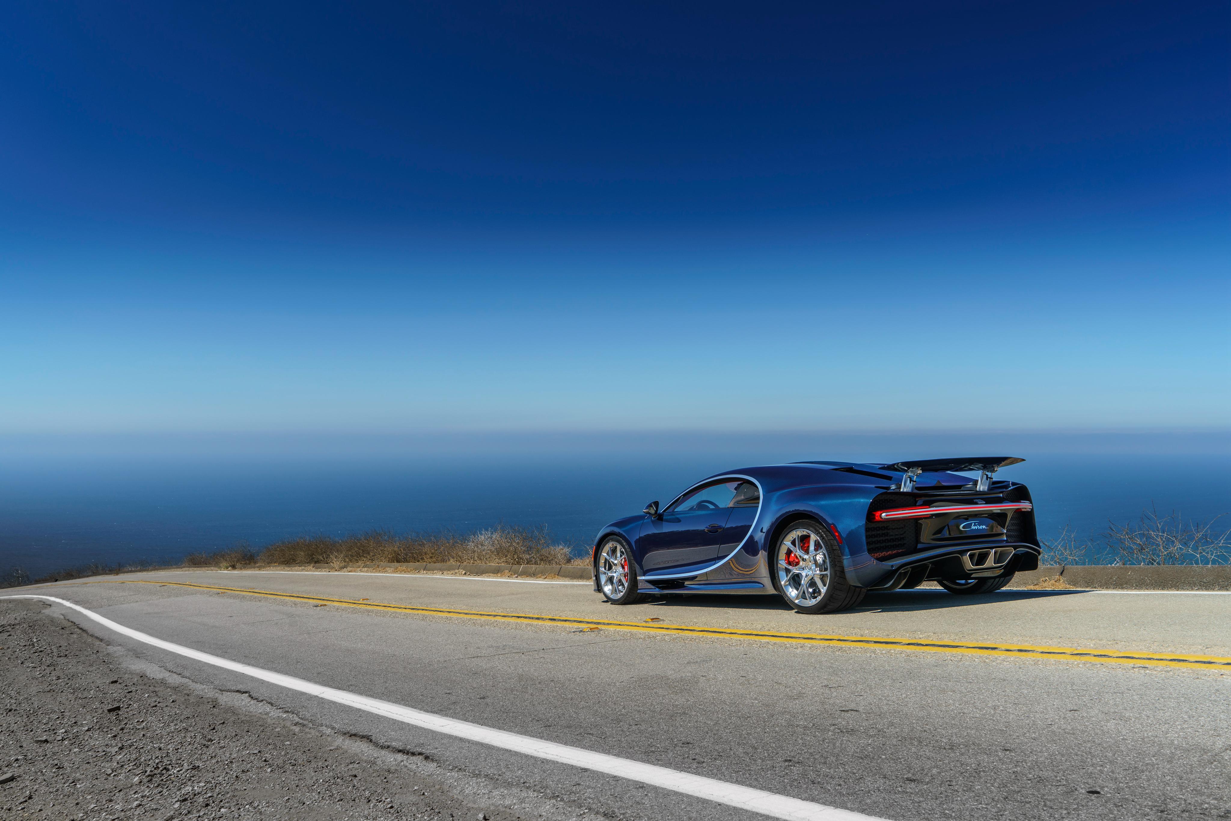98417 скачать обои Бугатти (Bugatti), Тачки (Cars), Дорога, Вид Сбоку, Chiron - заставки и картинки бесплатно
