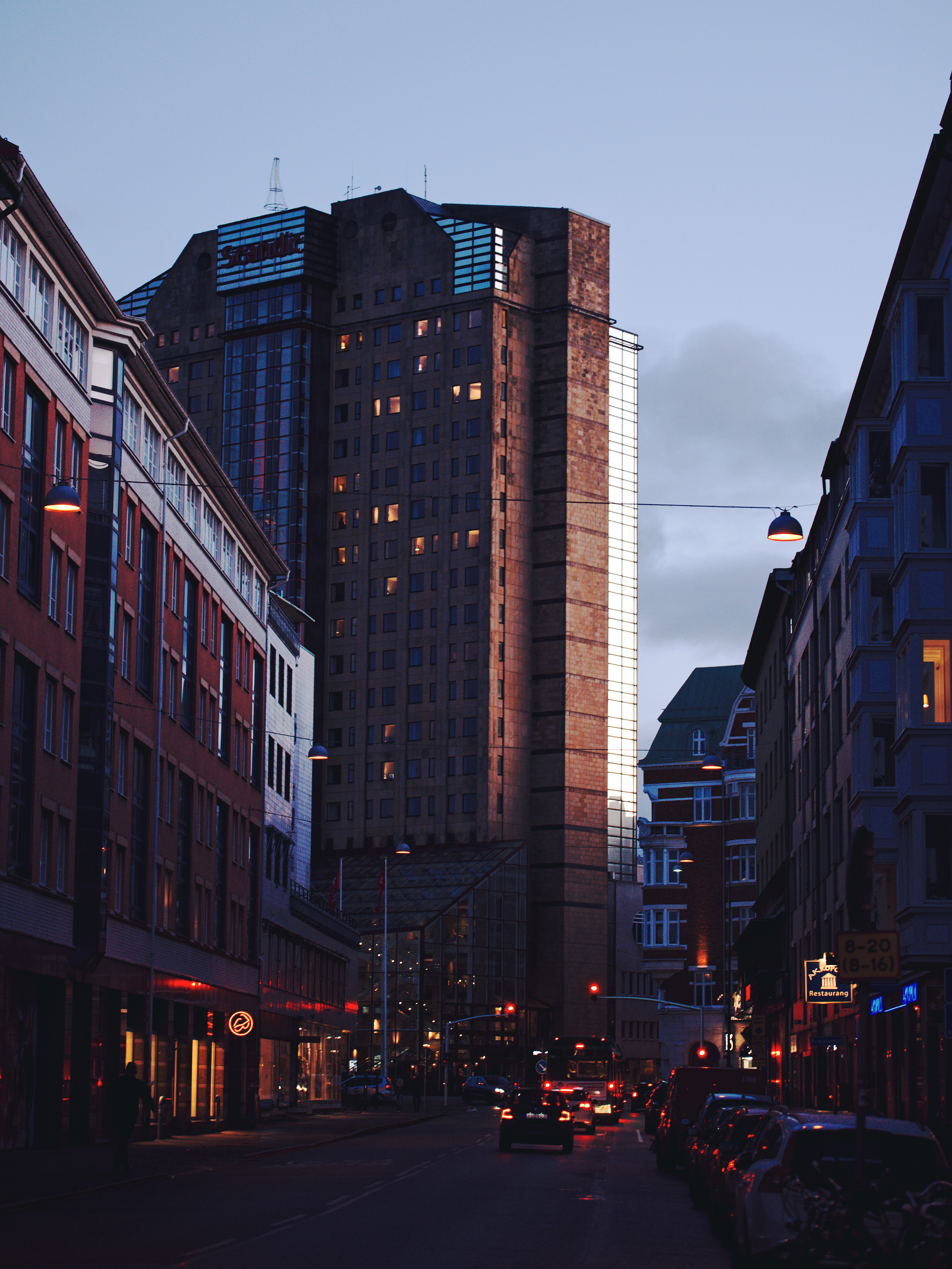 97813 download wallpaper City, Evening, Street, Traffic, Movement, Building, Malmo, Sweden, Architecture, Cities screensavers and pictures for free