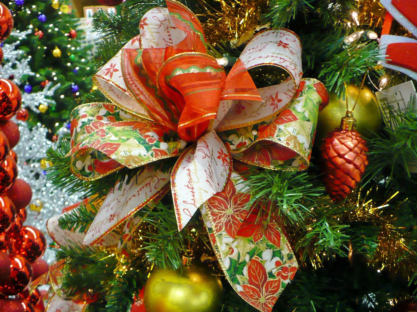 106275 Screensavers and Wallpapers Toys for phone. Download Holidays, New Year, Toys, Christmas, Needles, Bow, Christmas Tree pictures for free